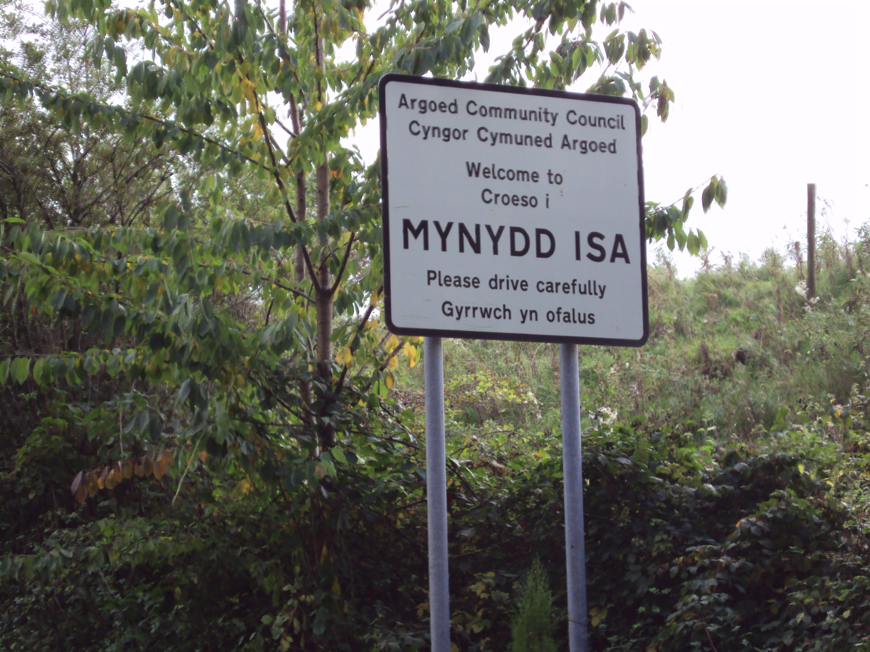 File:Mynydd Isa sign 1.JPG - Wikimedia Commons