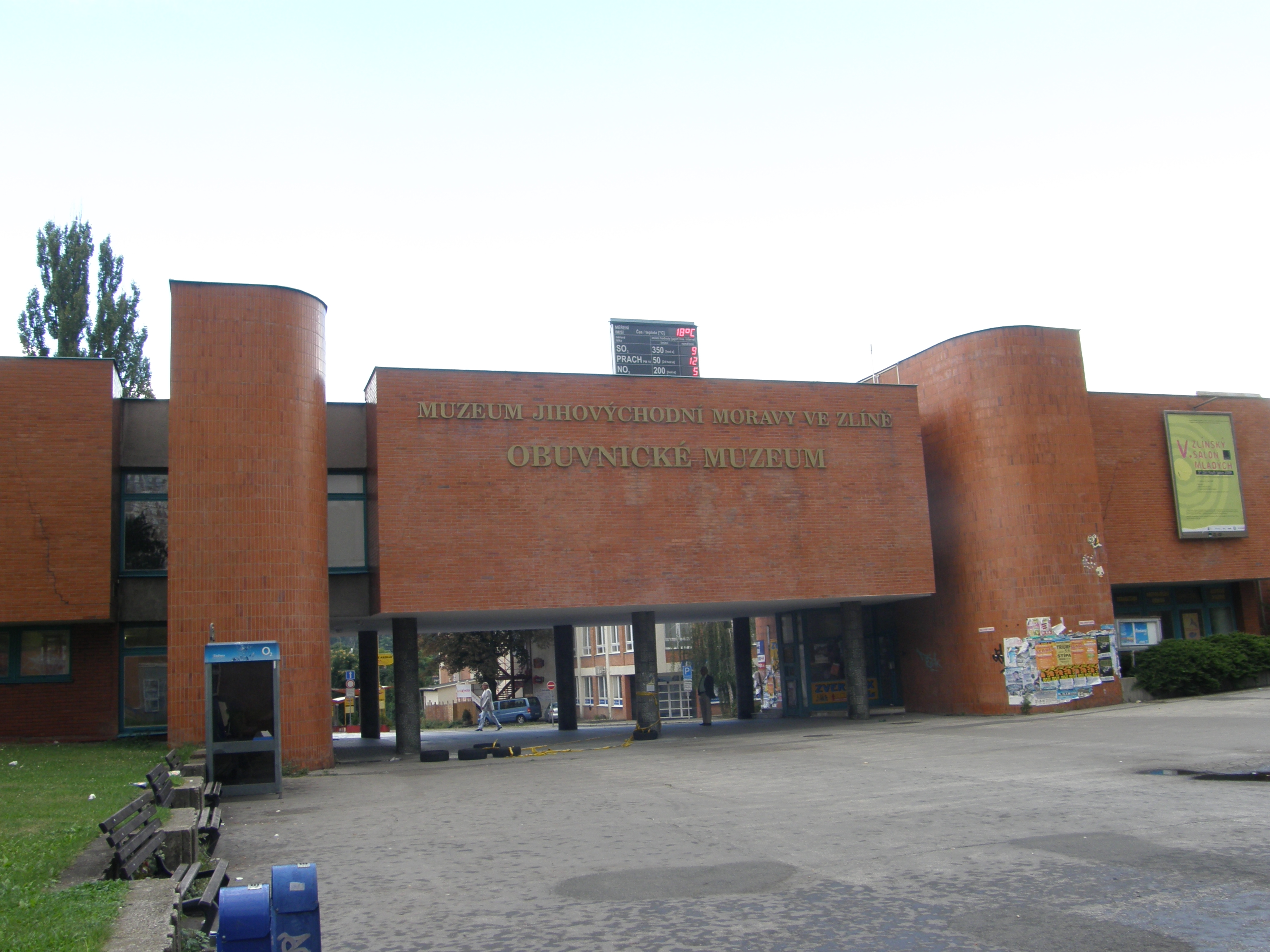 File Obuvnicke muzeum ve Zline.JPG - Wikimedia Commons a3193d44b5