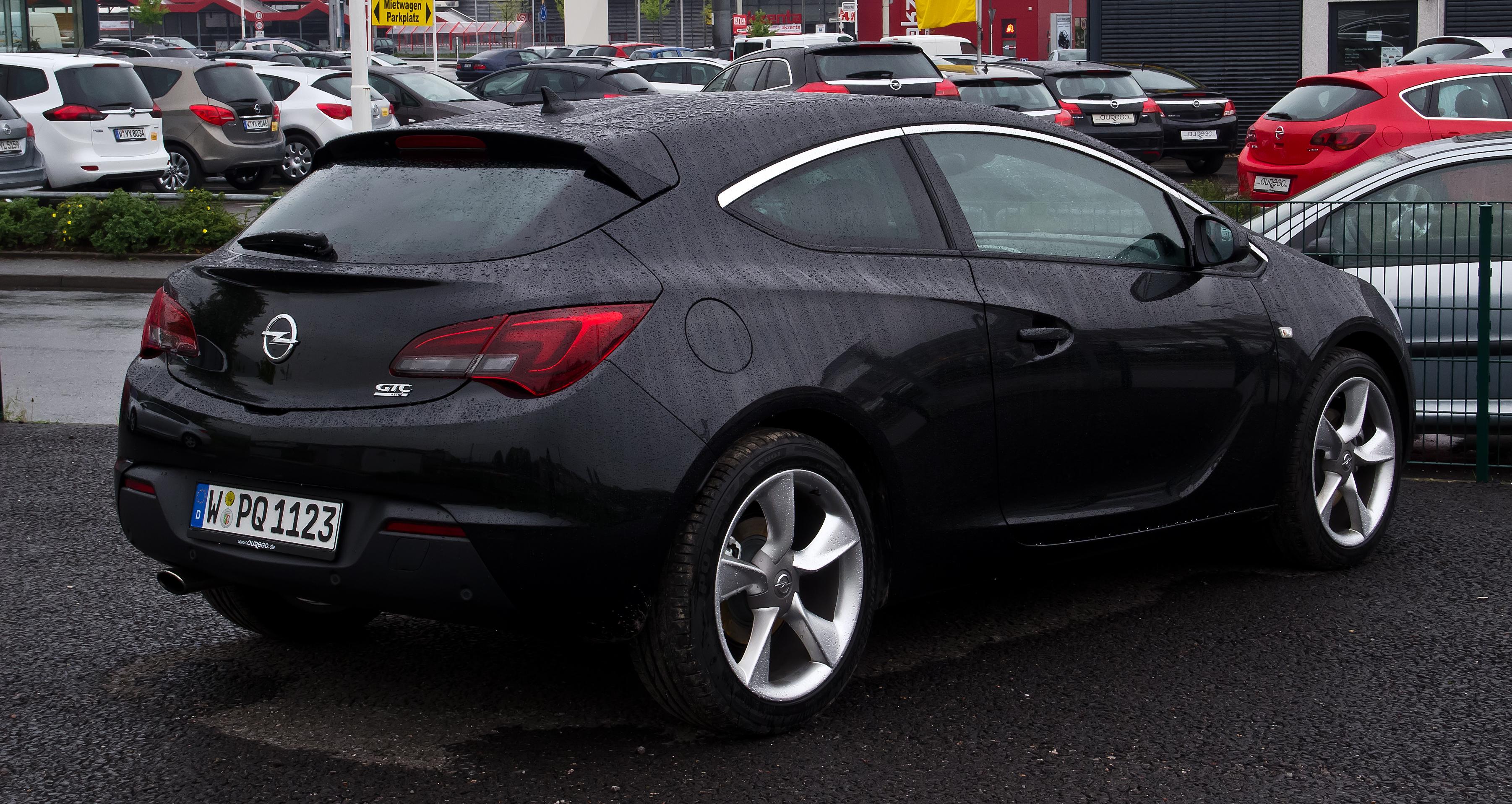 Opel astra gtc 2012