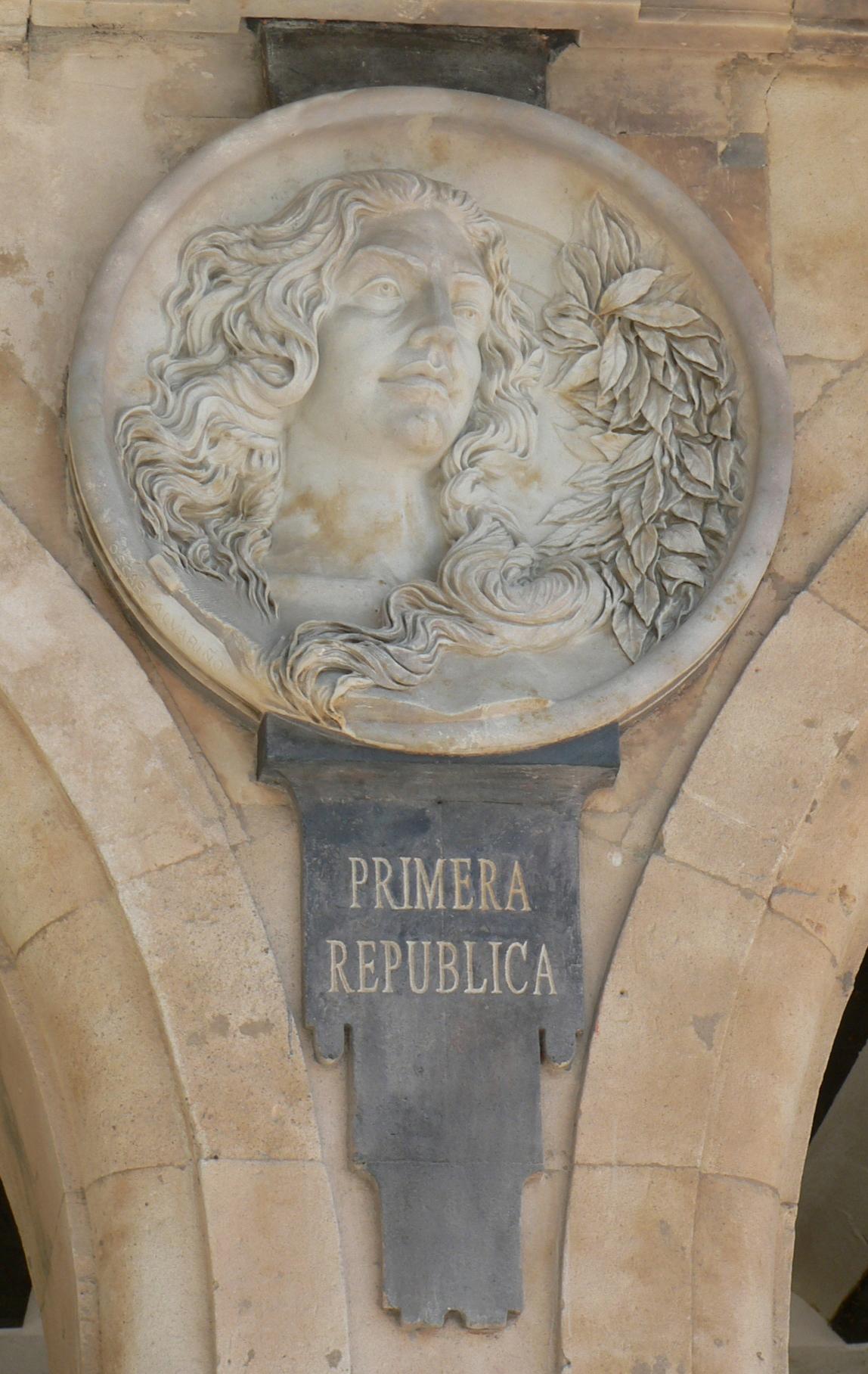 Pabellón Consistorial medallón 02 Alegoría I República.JPG
