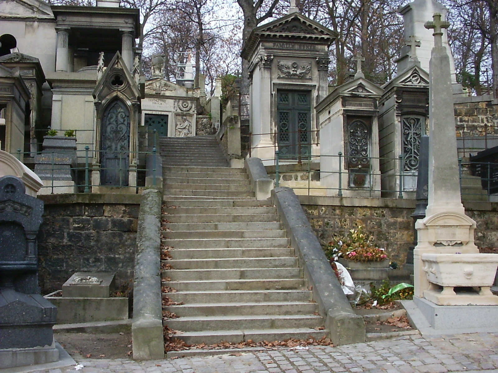 The 69 Eyes Pere_Lachaise_stairway