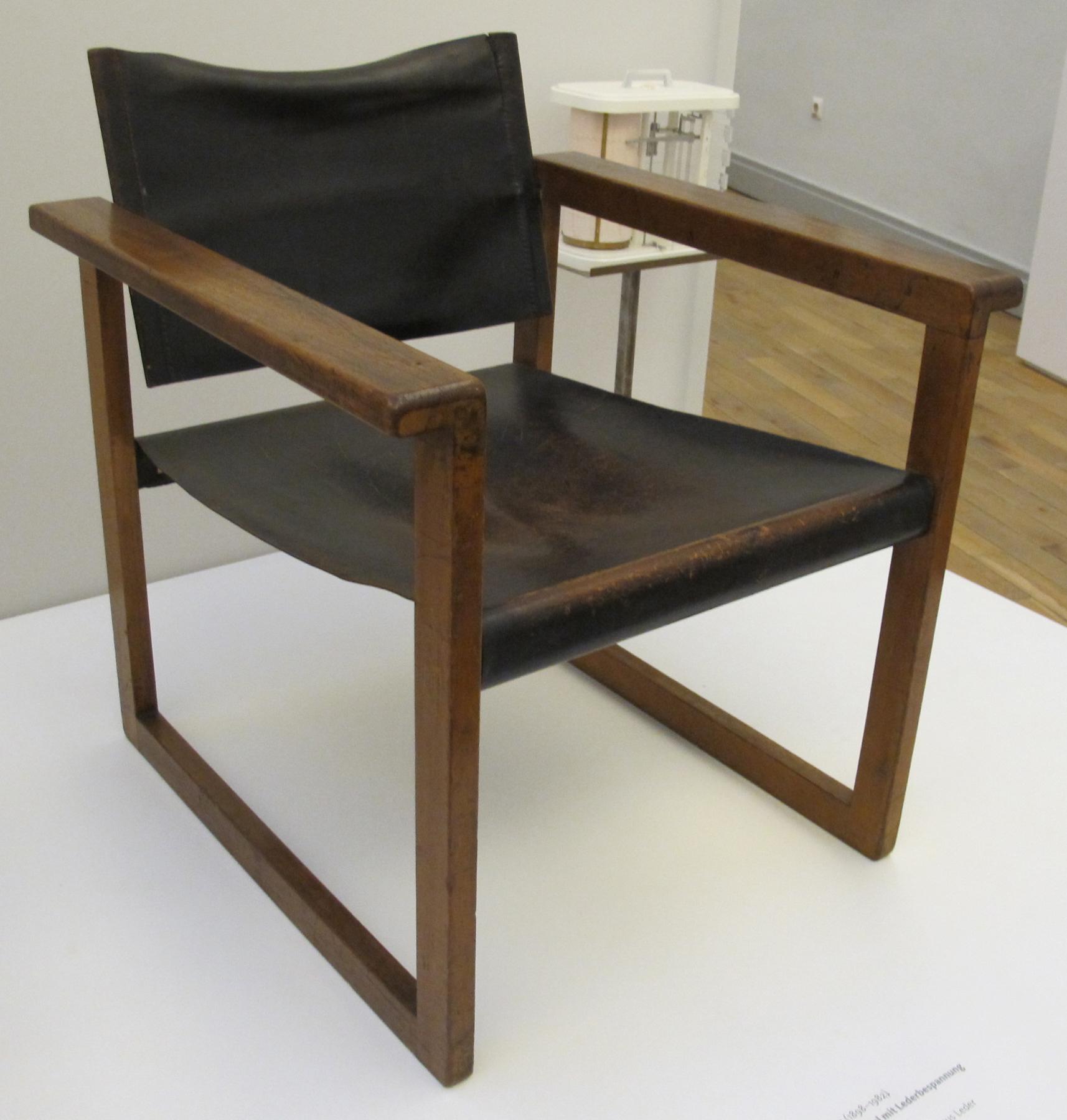 File:Peter keler, sedia con rivestimenti in pelle, 1925 ca.JPG ...