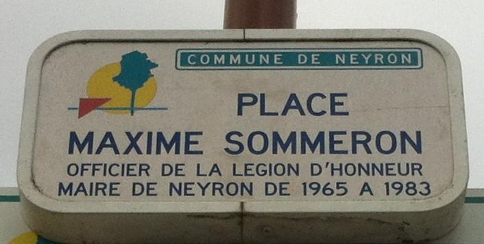 Place Maxime Sommeron, à Neyron, dans l'Ain.