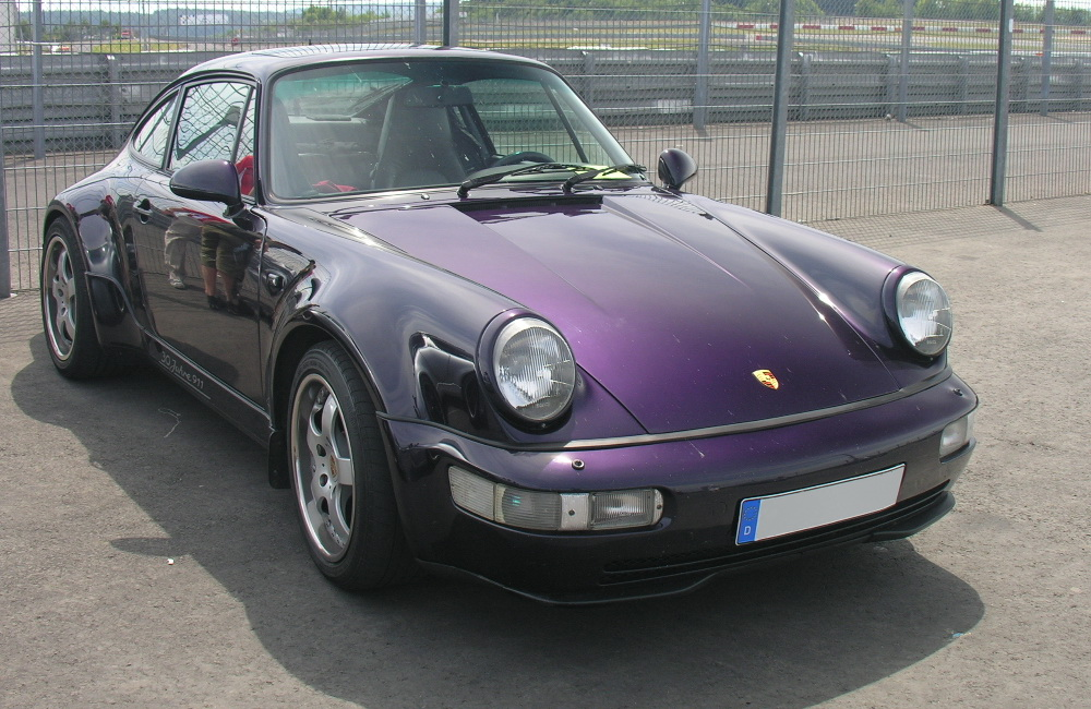 http://upload.wikimedia.org/wikipedia/commons/f/f1/Porsche_964_Jubimodell.jpg