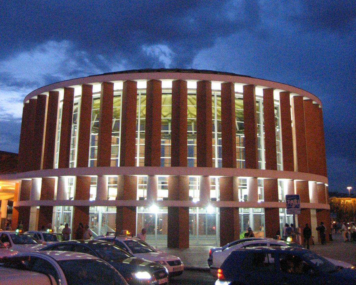 Atocha renfe wikipedia for Jardines de la puerta de atocha