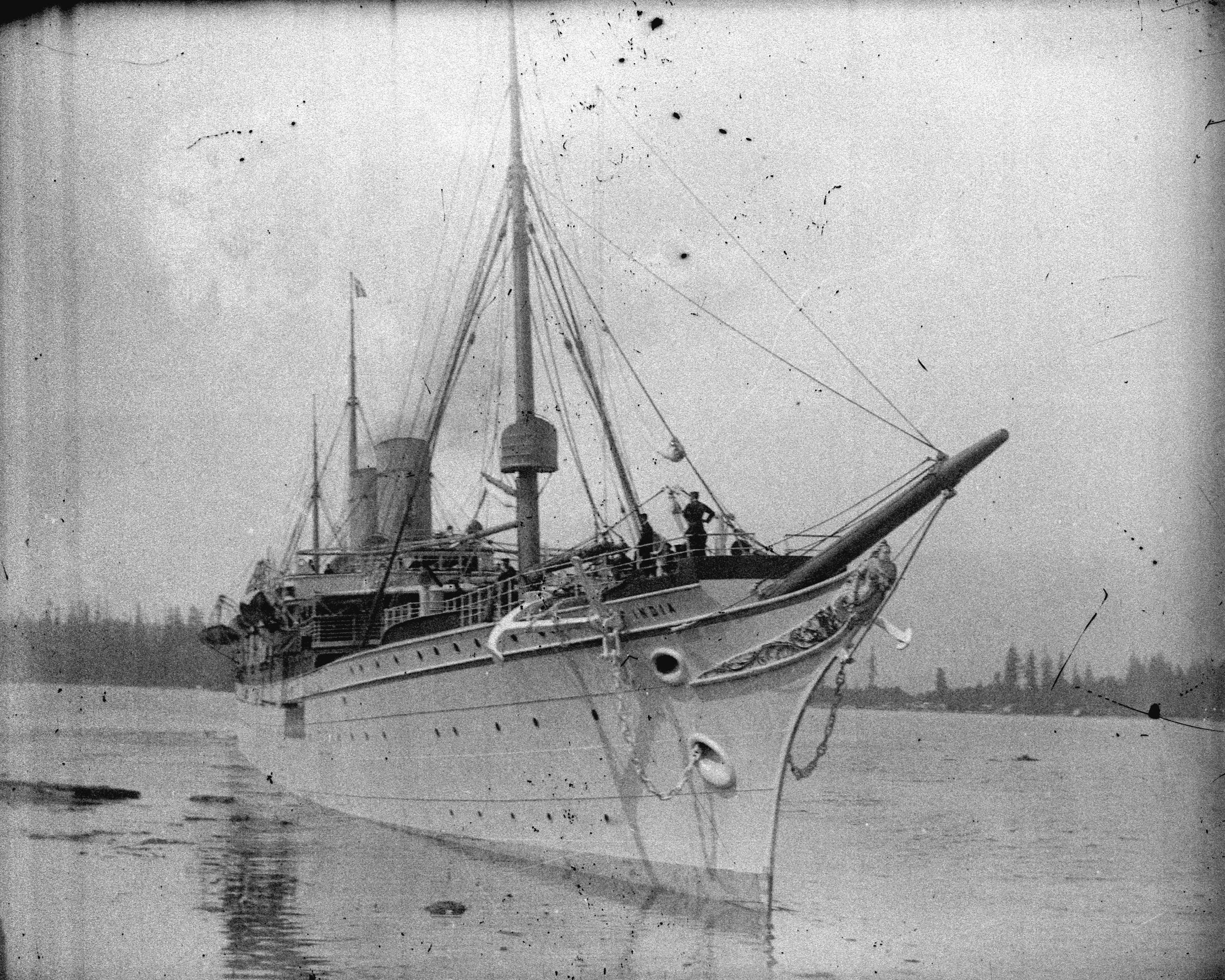 File Rms Empress Of India Approaching C P R Wharf At