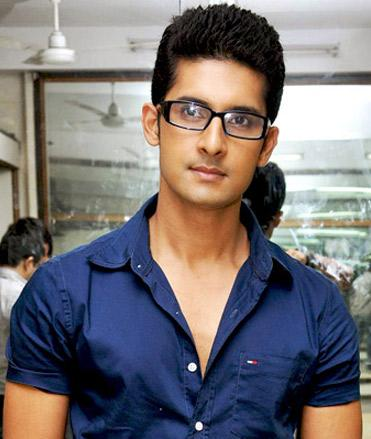 Go Back > Gallery For > Ravi Dubey Biography