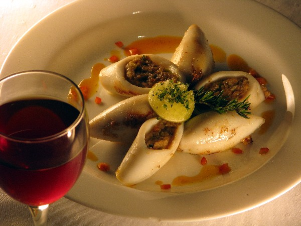 File red wine stuffed squid wikimedia for American cuisine wikipedia