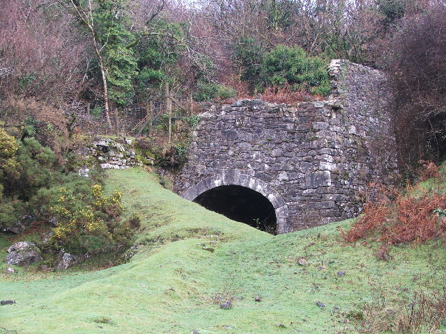 Remains of old lime kiln - geograph.org.uk - 95566