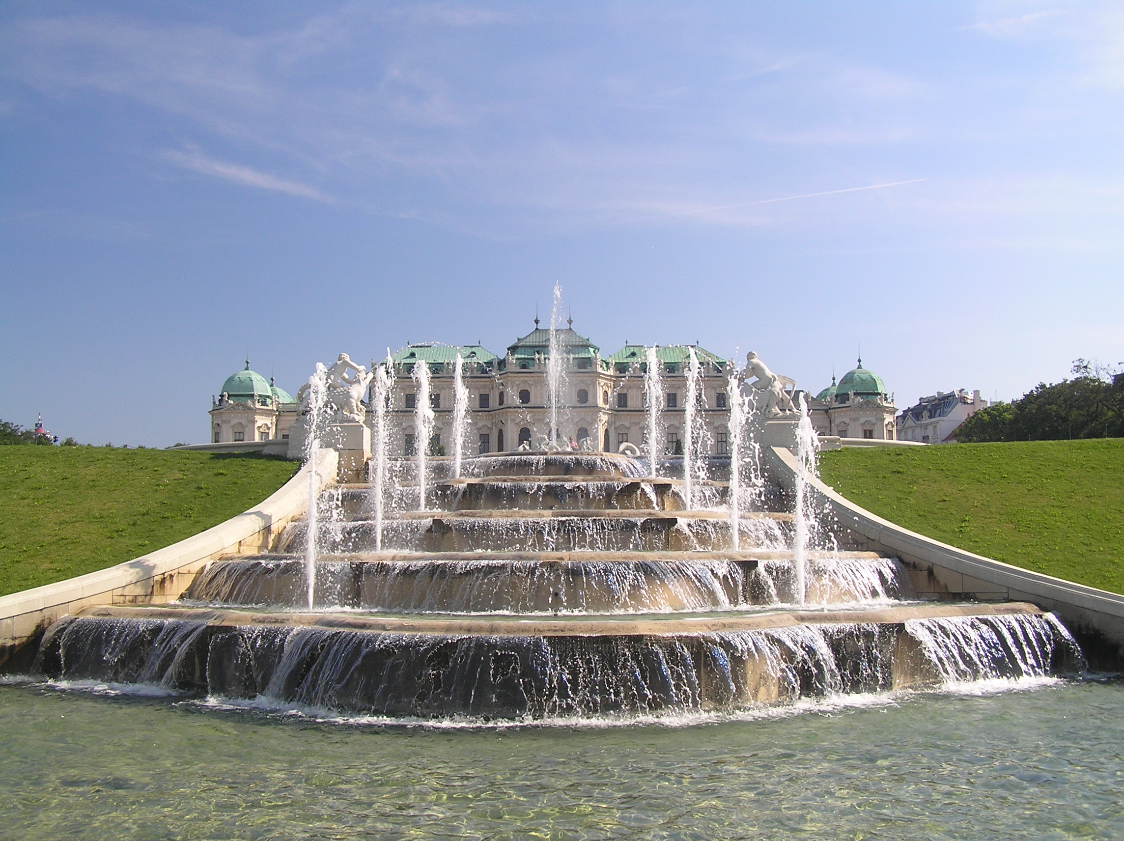 https://upload.wikimedia.org/wikipedia/commons/f/f1/Schloss_Belvedere_-_Brunnen_(07).JPG
