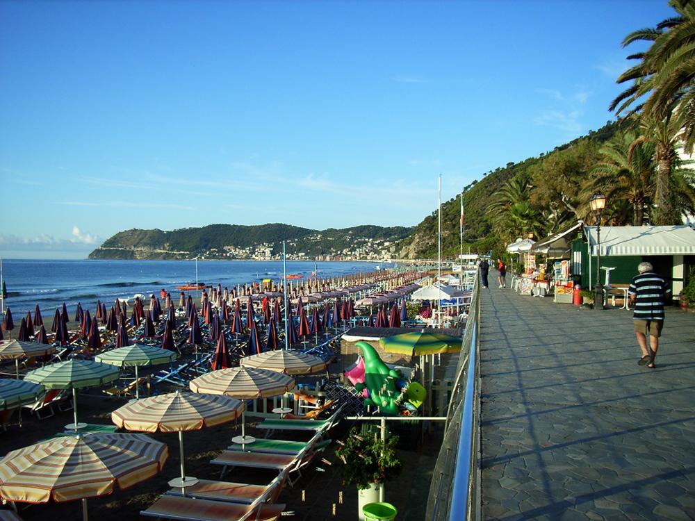 Matrimonio Spiaggia Alassio : File spiaggia di alassio g