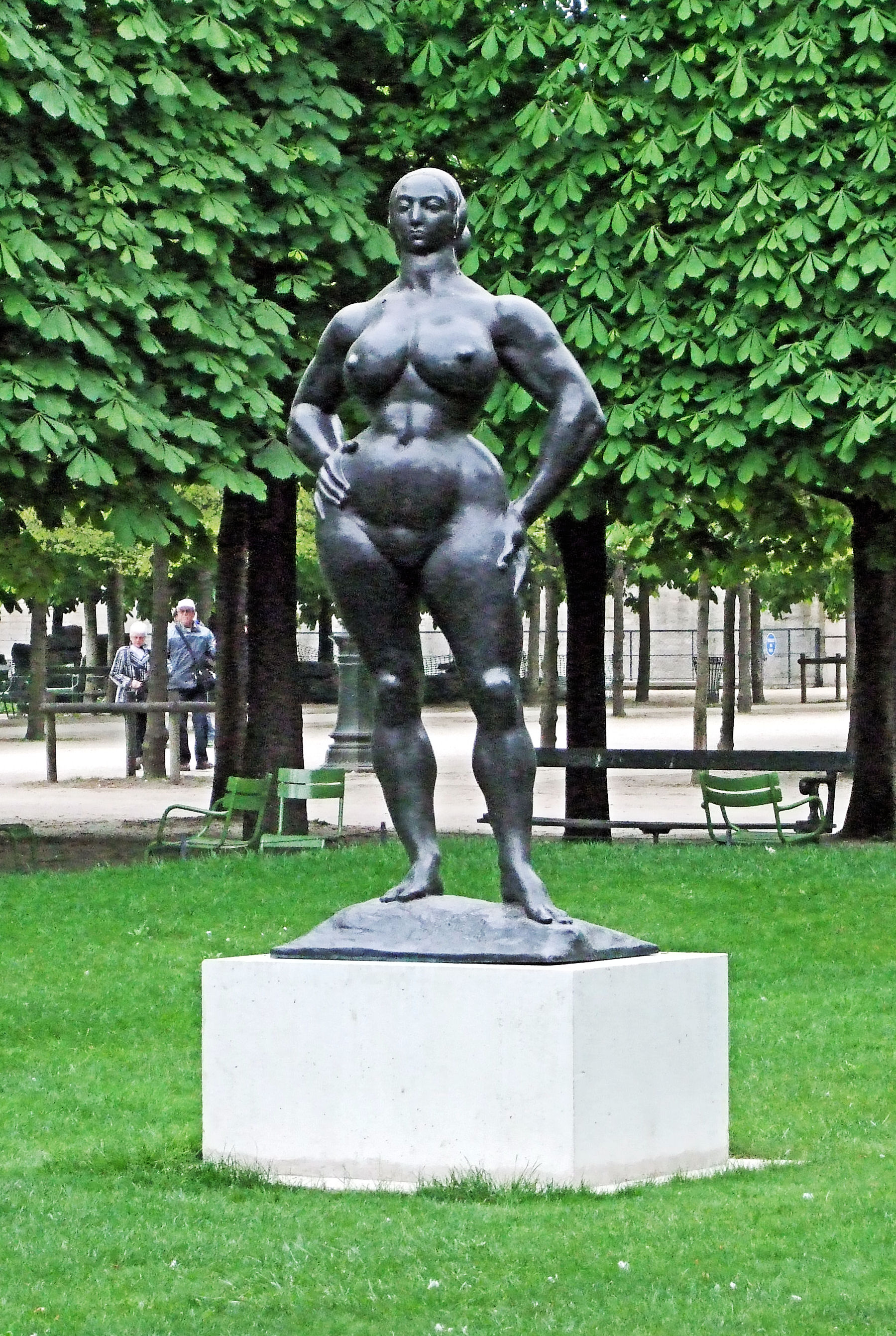 File standing woman by gaston lachaise in the tuileries - Sculpture jardin des tuileries ...