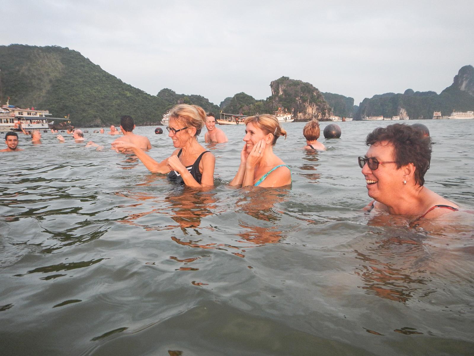 File:Swimming on beach Vietnam people jpg - Wikimedia Commons