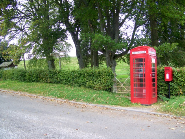 Telephone box, Bridgend of Lintrathen - geograph.org.uk - 1532805