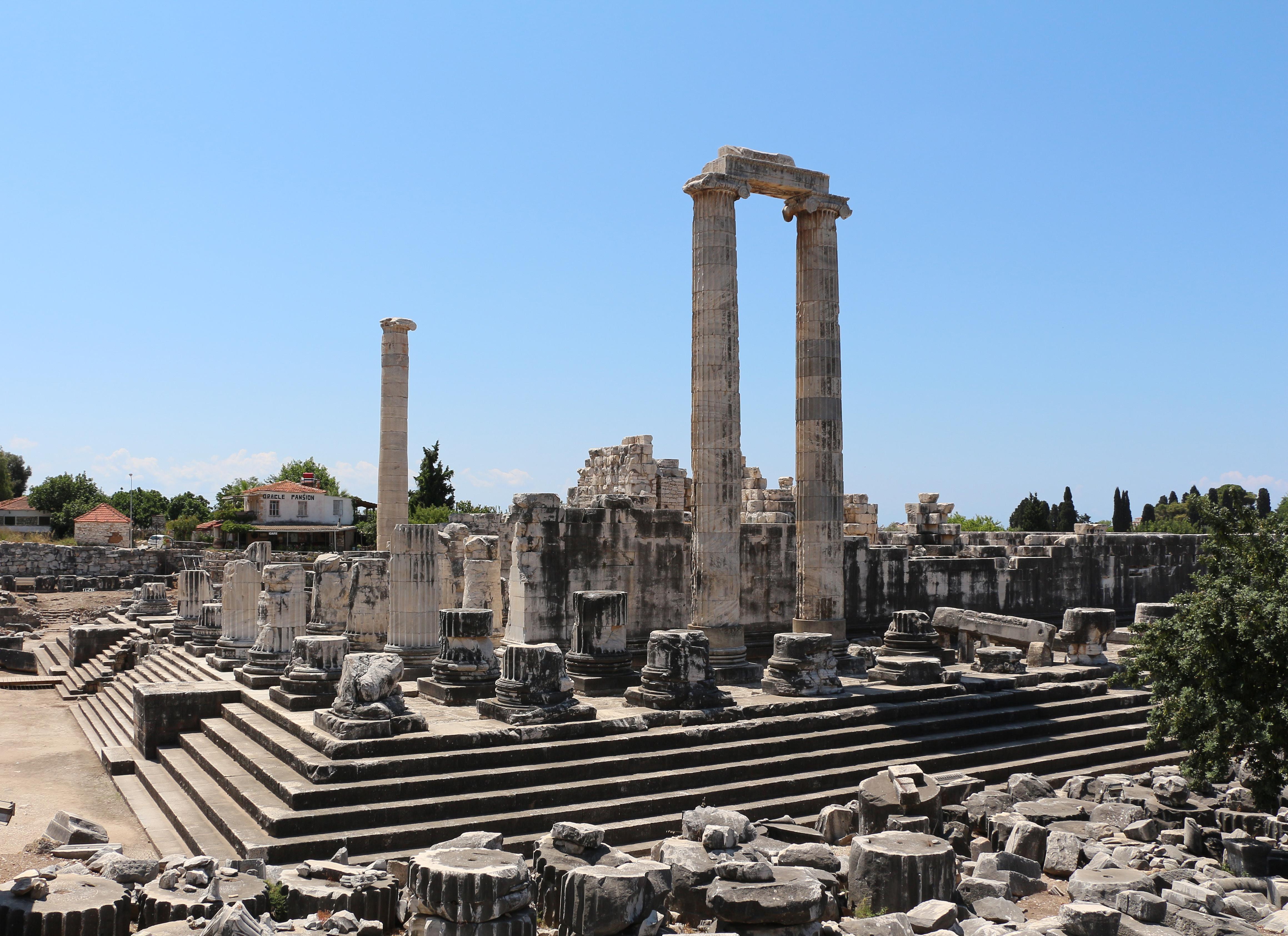 File:Temple of Apollo, Didyma 02.jpg - Wikimedia Commons