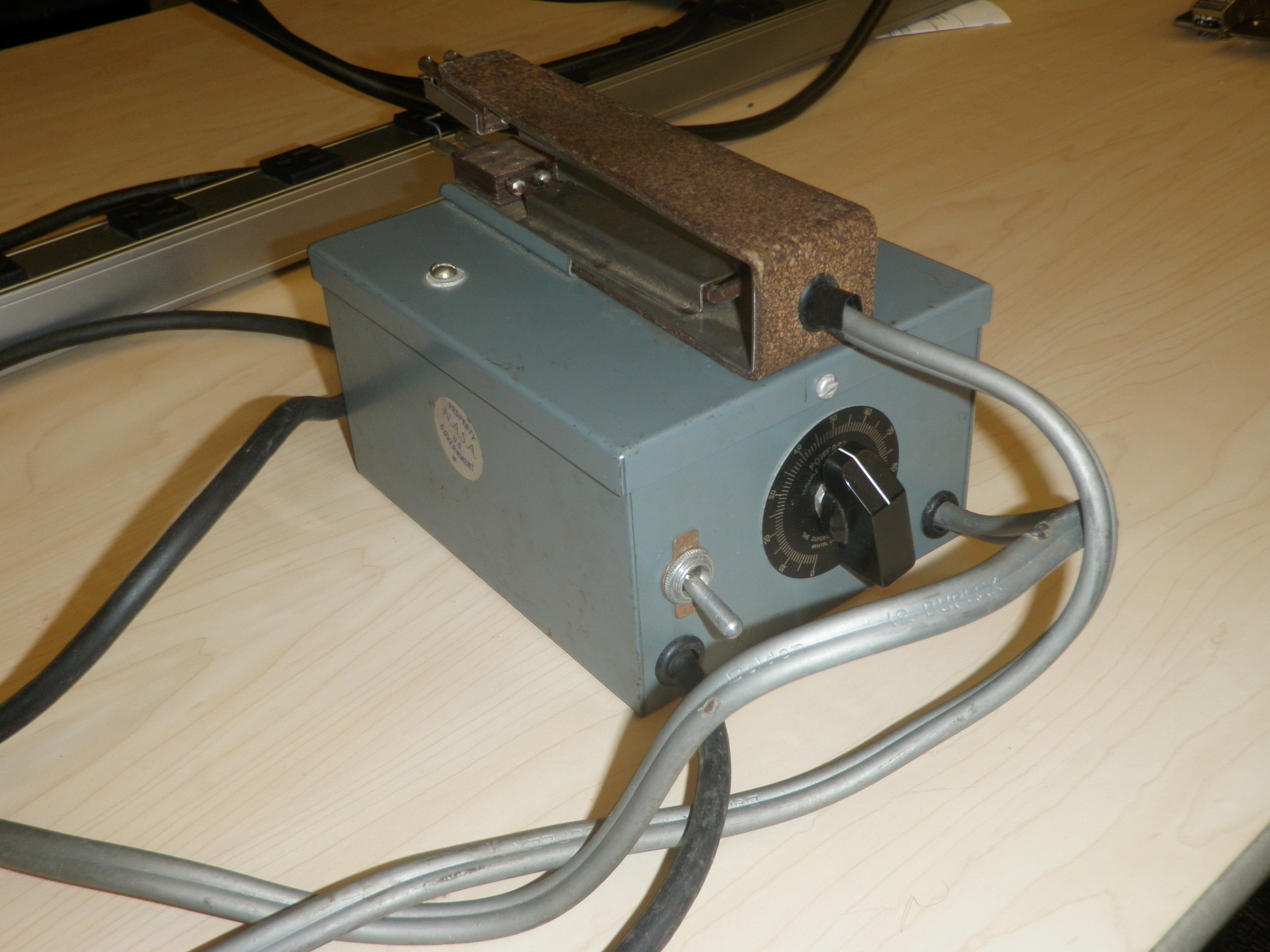 File:Thermal Wire Stripper (control end).JPG - Wikimedia Commons