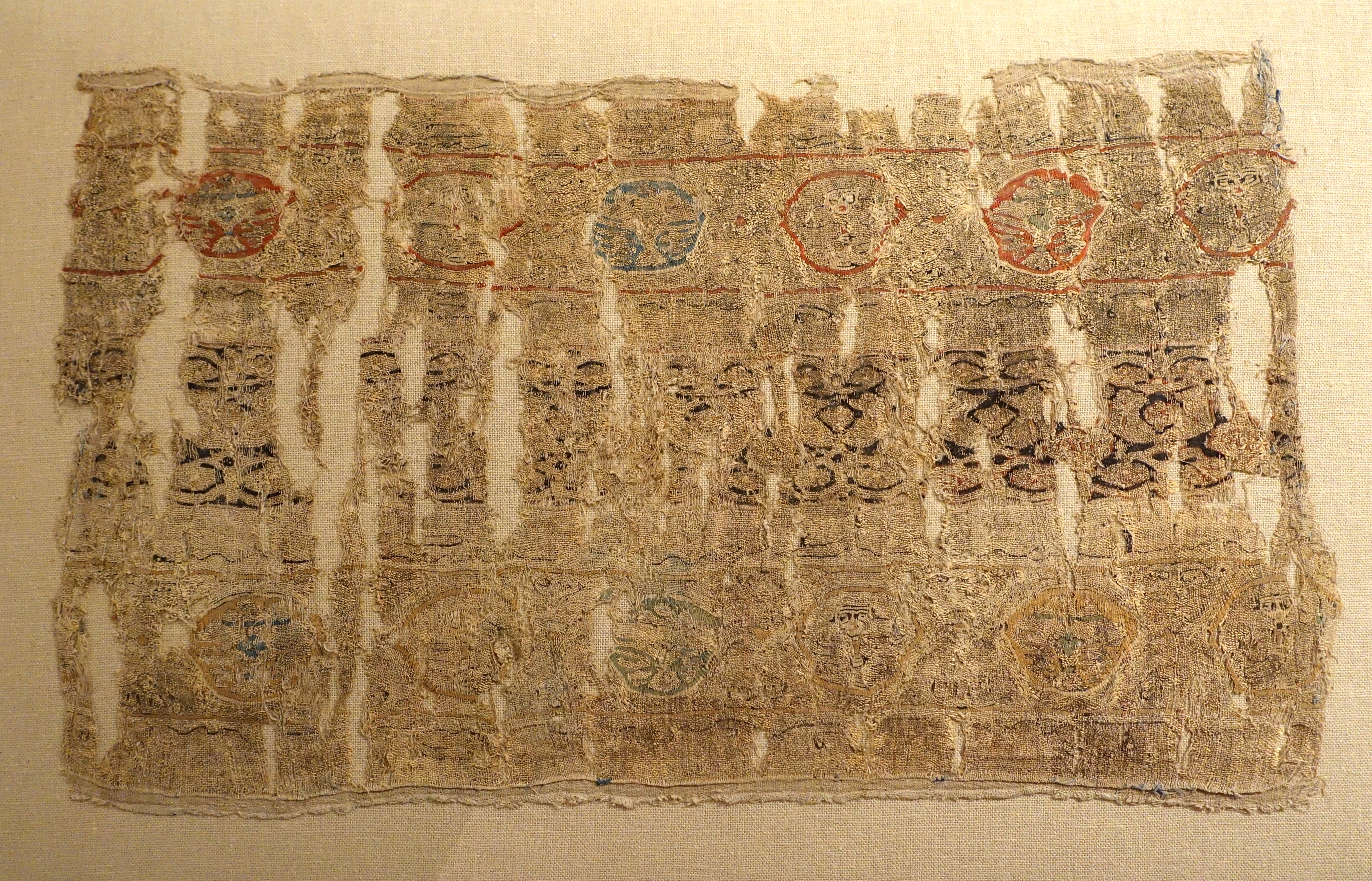 File:Tiraz textile, Egypt, 11th to 12th century AD, linen