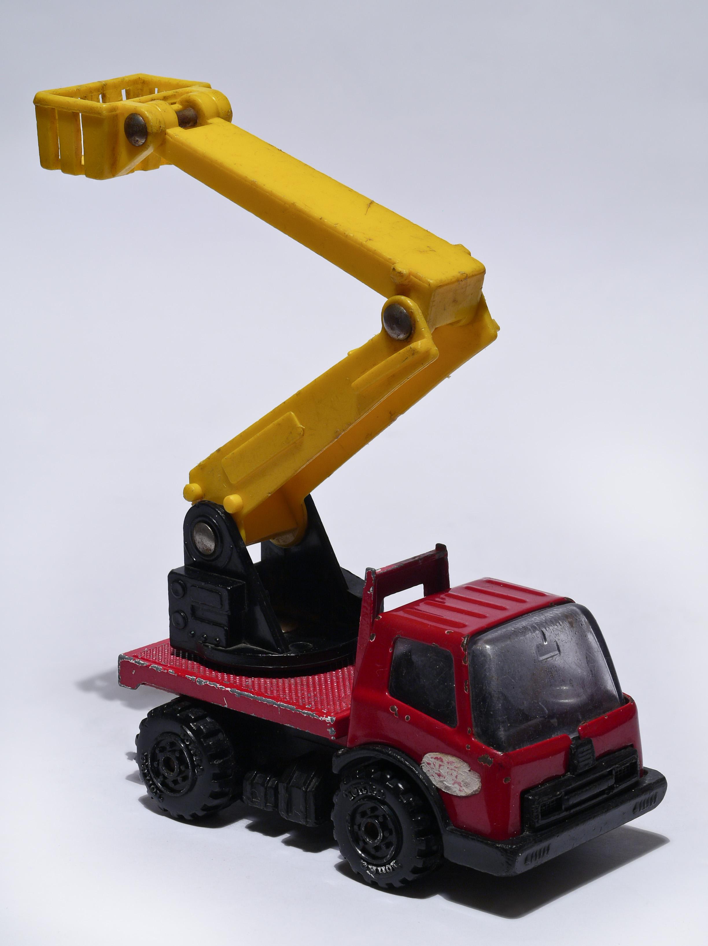 Toys For Trucks Wisconsin : File tonka cherry picker g wikimedia commons
