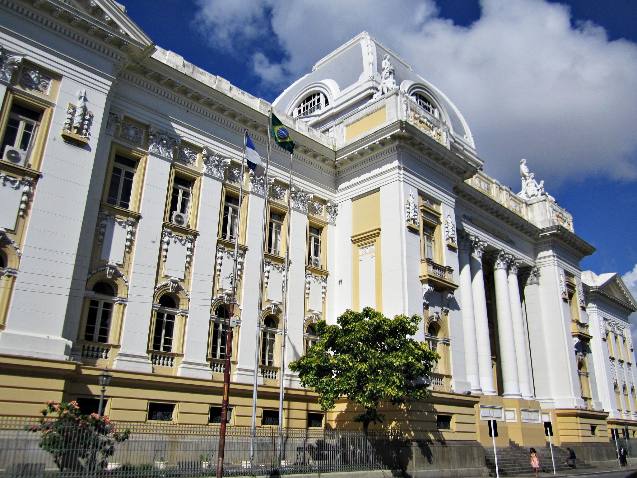 https://upload.wikimedia.org/wikipedia/commons/f/f1/Tribunal_de_Justi%C3%A7a_de_Pernambuco_-_Recife%2C_Pernambuco%2C_Brasil.jpg