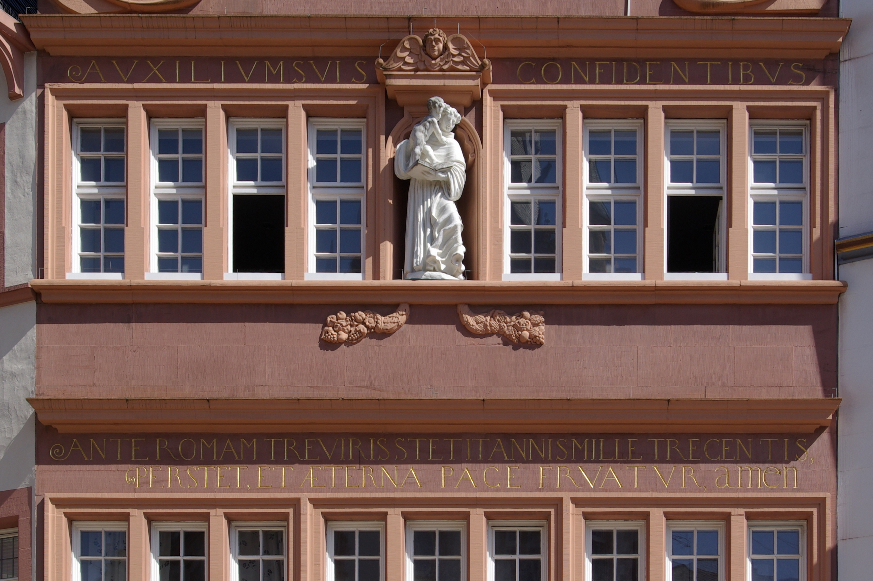 File:Trier Rotes Haus BW 1.JPG - Wikimedia Commons