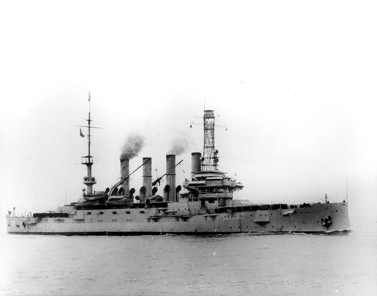 http://upload.wikimedia.org/wikipedia/commons/f/f1/USSNorthCarolinaACR12.jpg