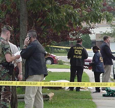 Spurensicherung an einem Tatort durch das United States Army Criminal Investigation Command