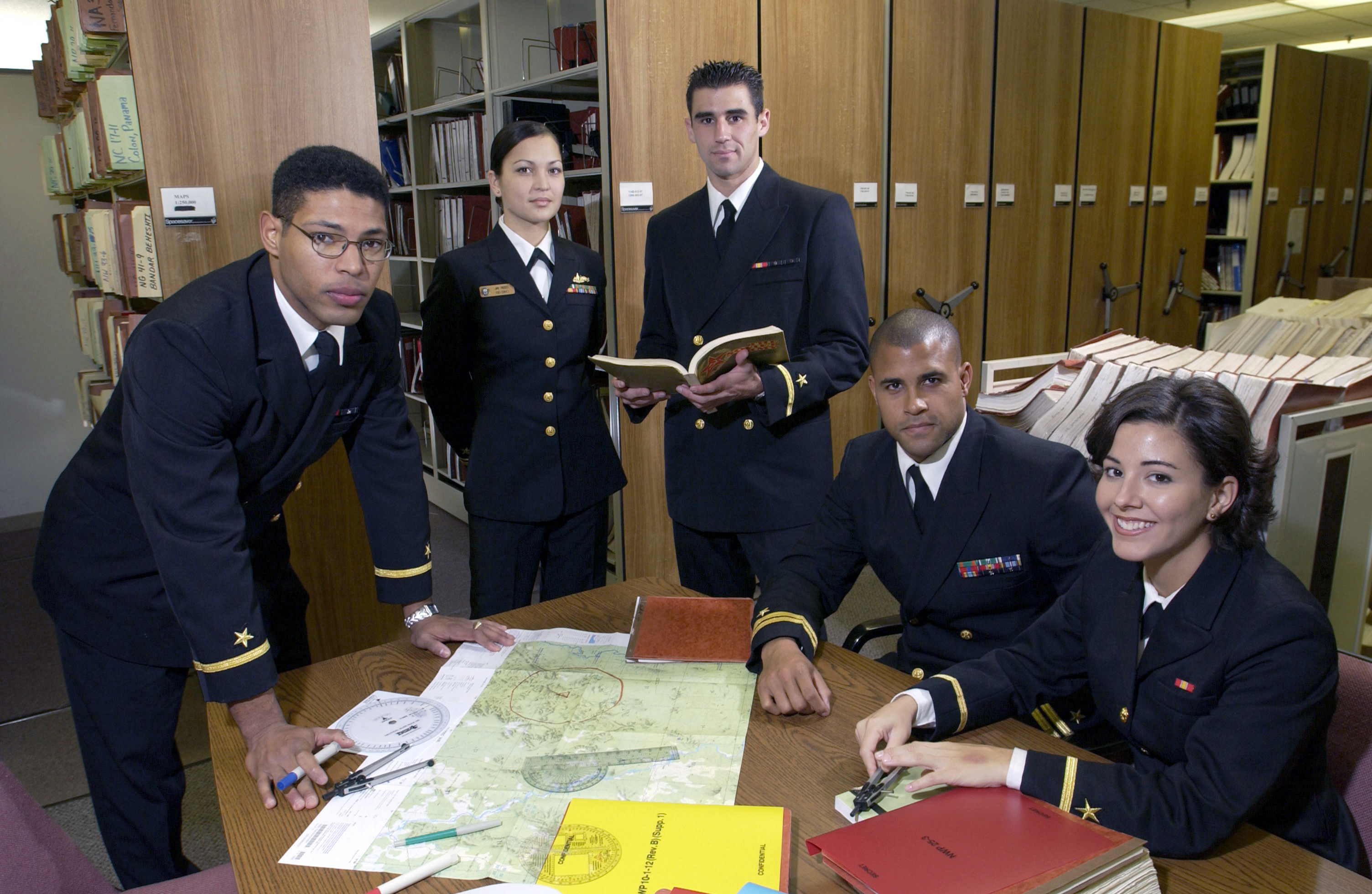 File:US Navy 021206-N-5862D-024 Students at the Navy Marine Corps ...