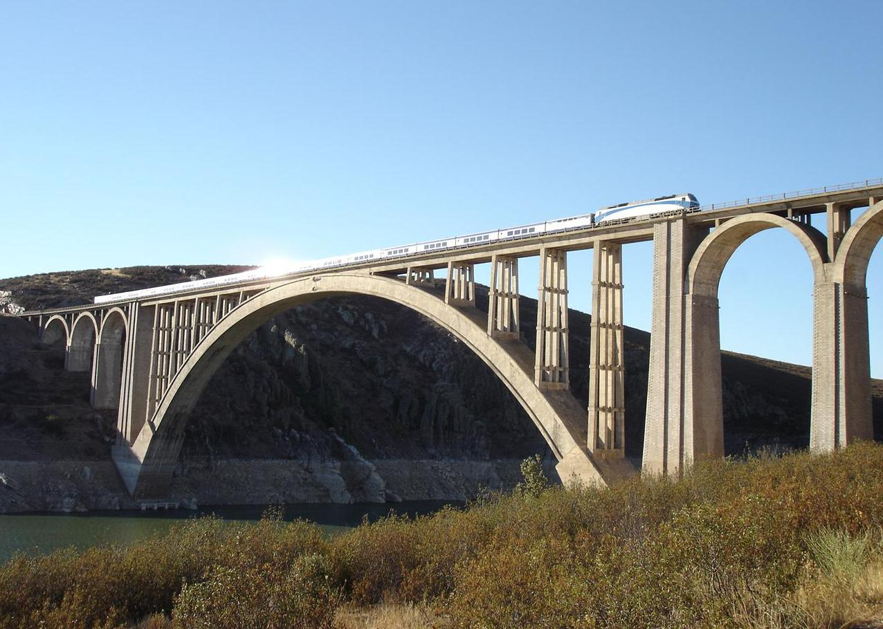Viaducto sobre el Rio Tajo / AVE Madrid-Extremadura-Frontera Portugues Viaducto_Mart%C3%ADn_Gil