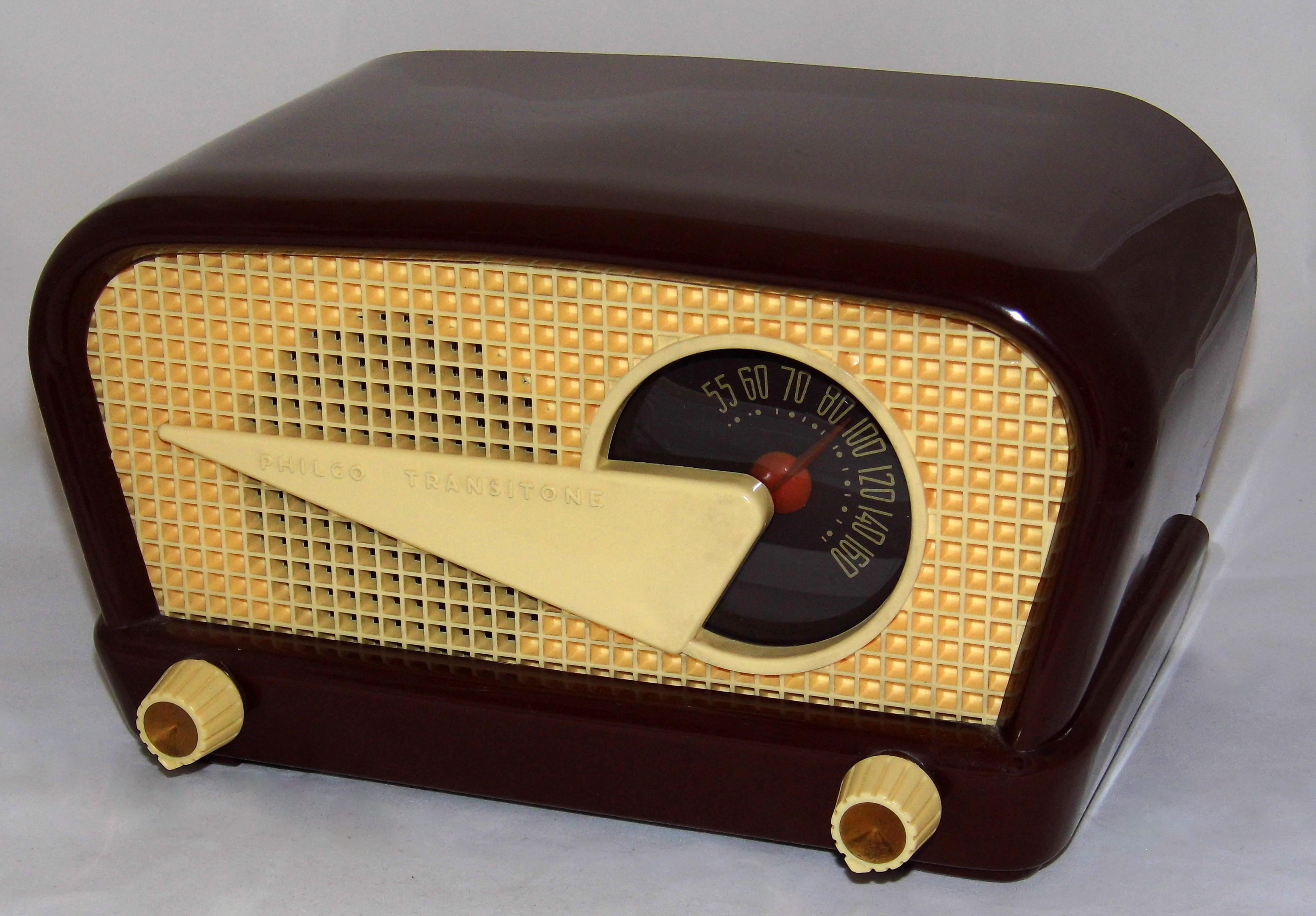 FileVintage Philco Transitone Flying Wedge Table Radio Model 48