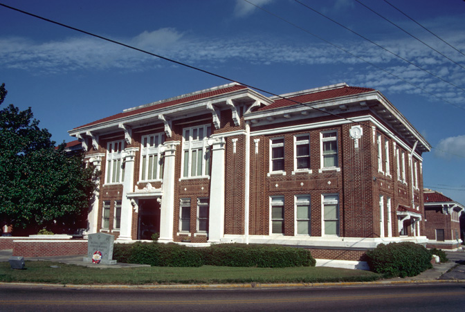 File:Walthall County Mississippi Courthouse.jpg