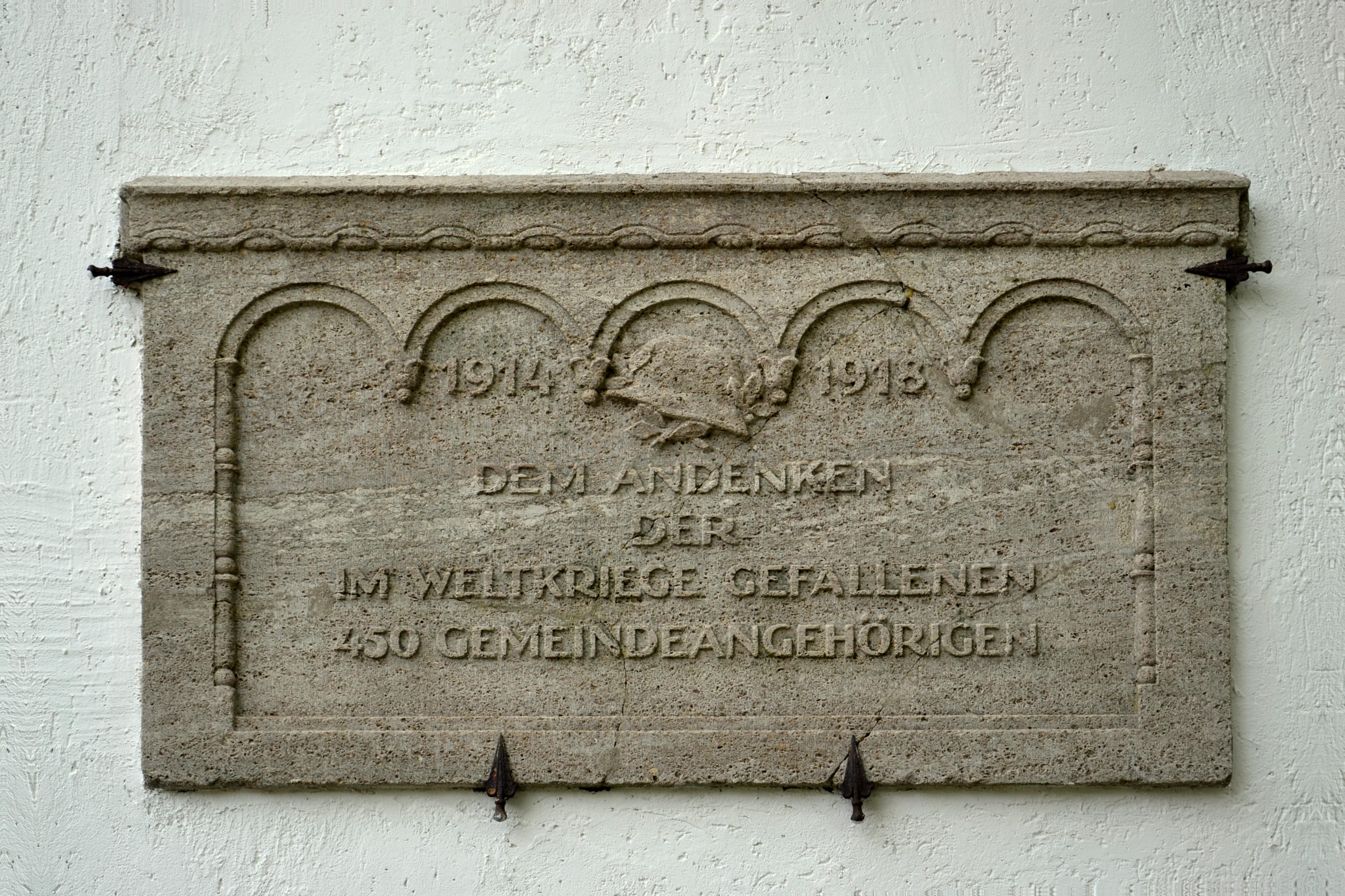 https://upload.wikimedia.org/wikipedia/commons/f/f1/Wroc%C5%82aw_%28Breslau%29_Old_Jewish_Cemetery_-_by_Pudelek_06.JPG