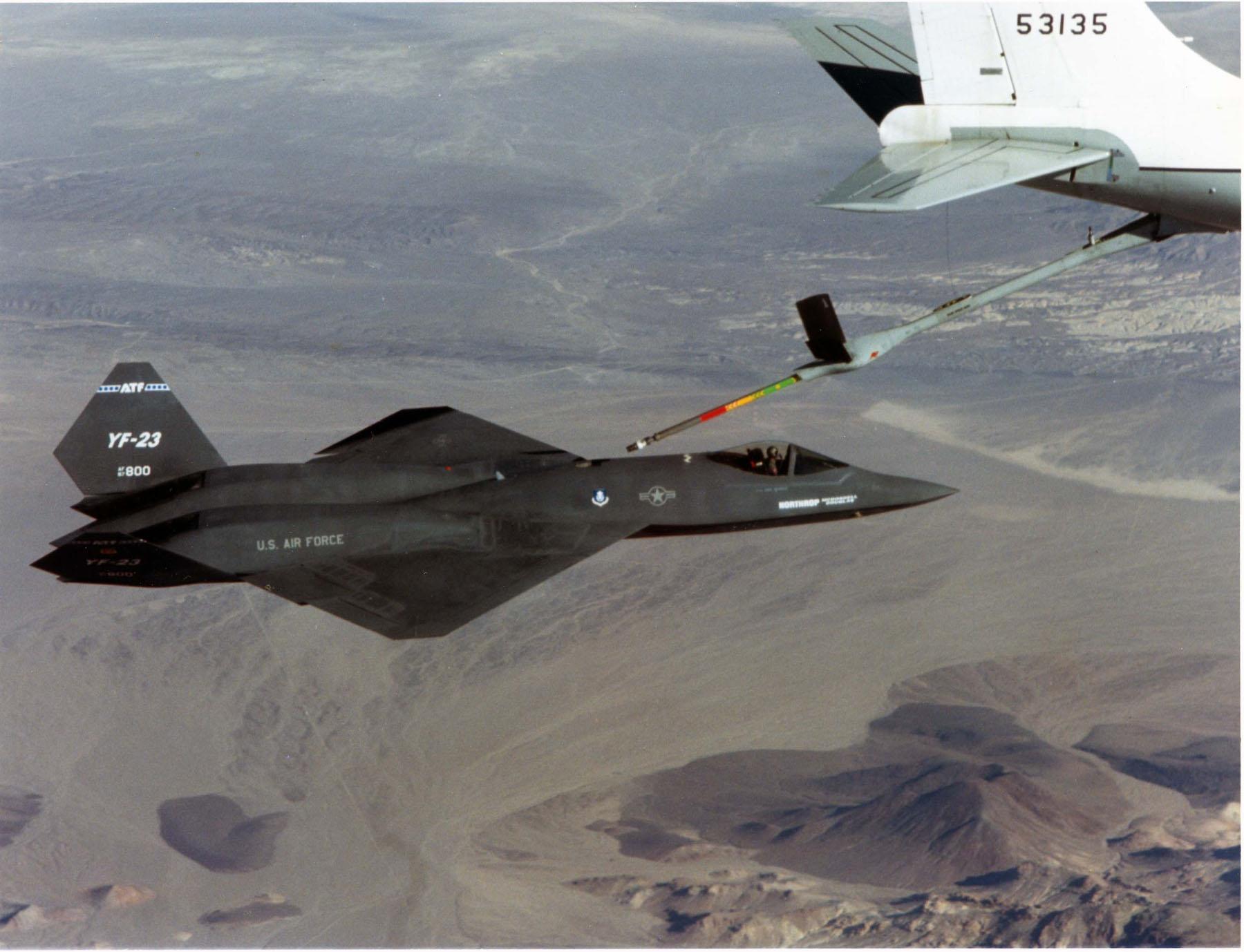 File:YF-23 refueling.jpg