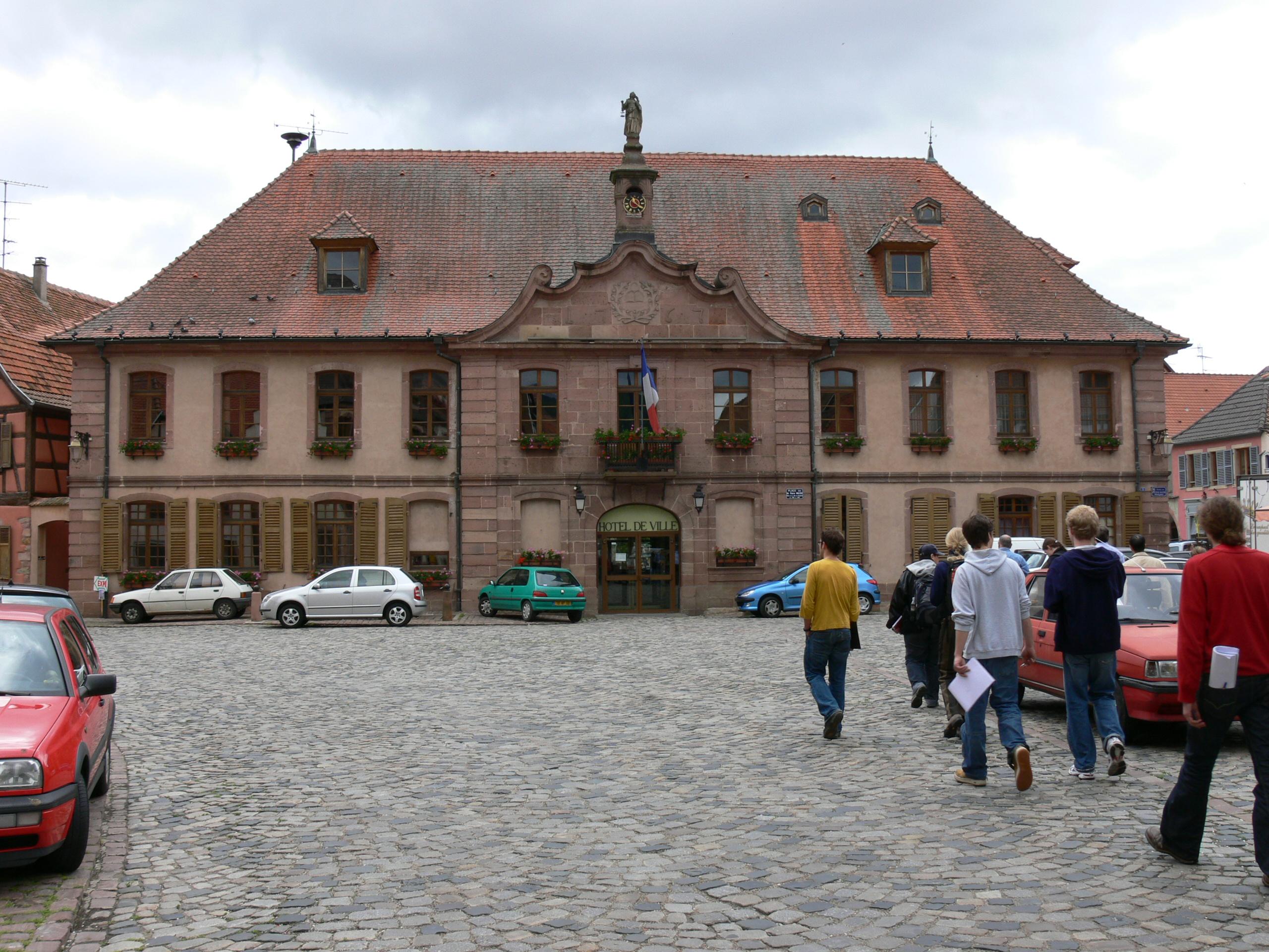 File hotel de ville bergheim im elsass jpg wikimedia commons - Villes d ile de france ...