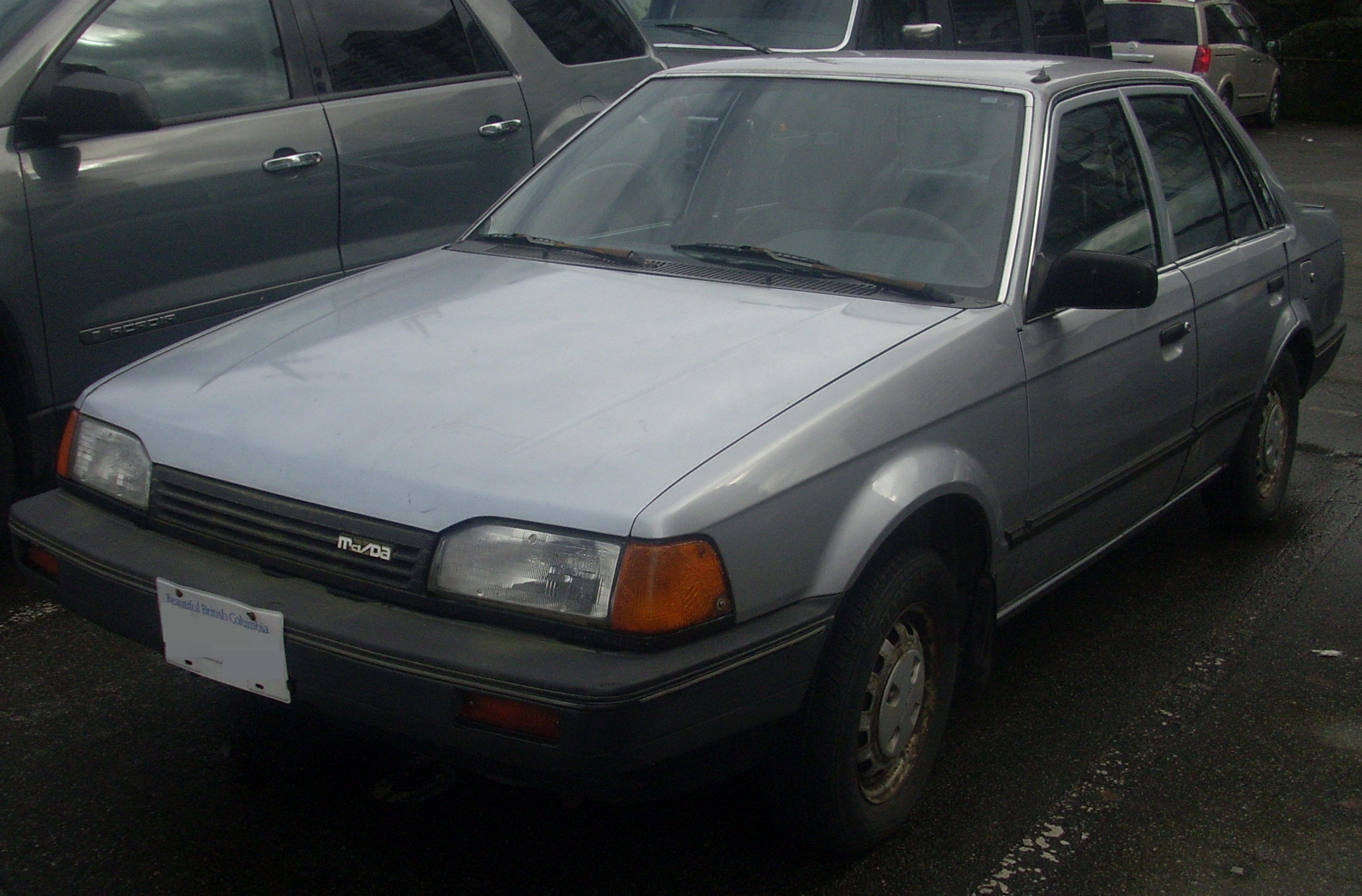 File:'88-'89 Mazda 323 Sedan.jpg - Wikimedia Commons