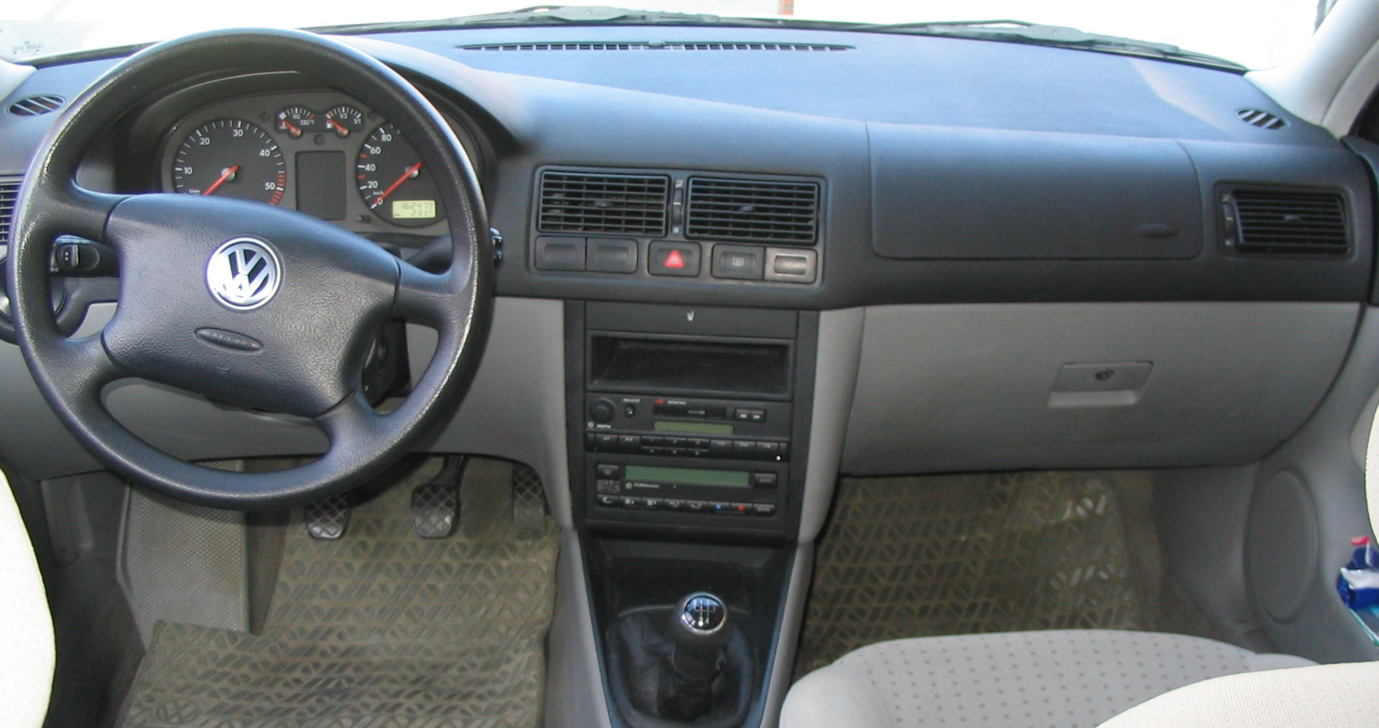 file 1 1111 1999 vw golf tdi 66 kw dashboard img 0419 jpg wikimedia commons wikimedia commons