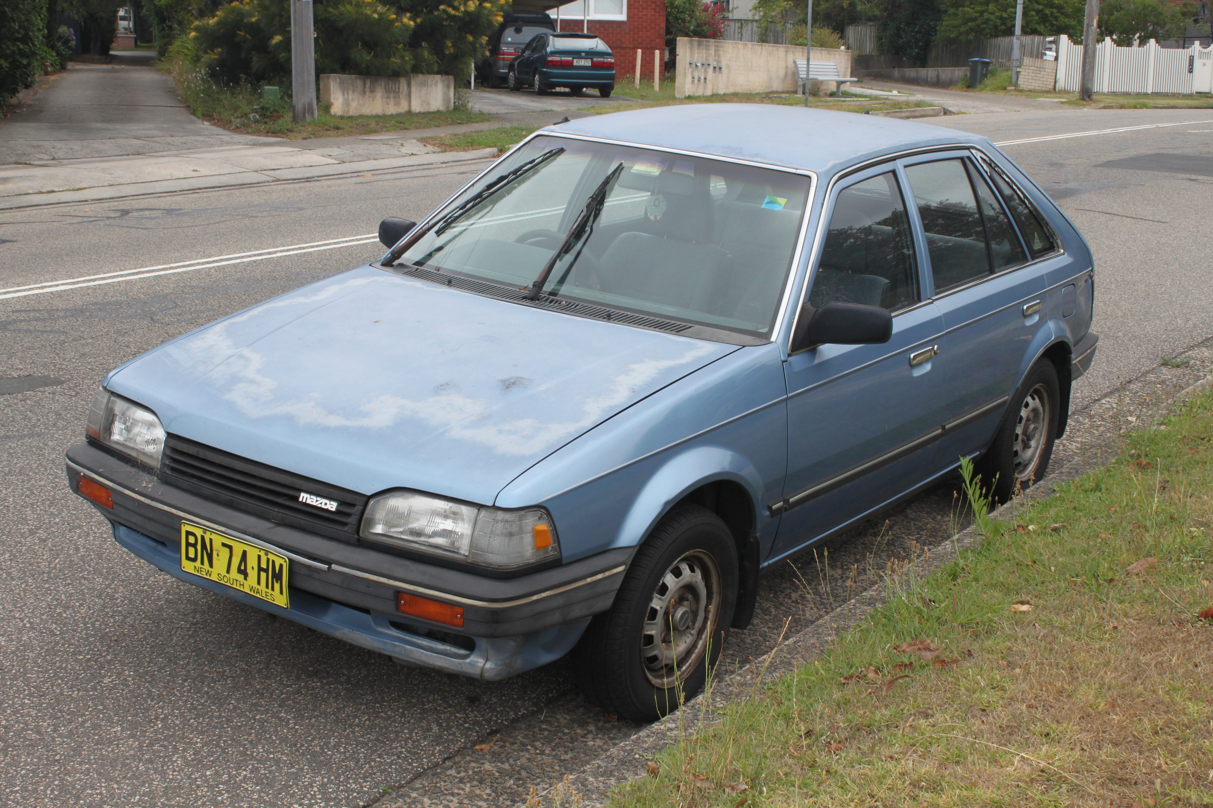 File:1988 Mazda 323 (BF Series 2) Deluxe 5-door hatchback (