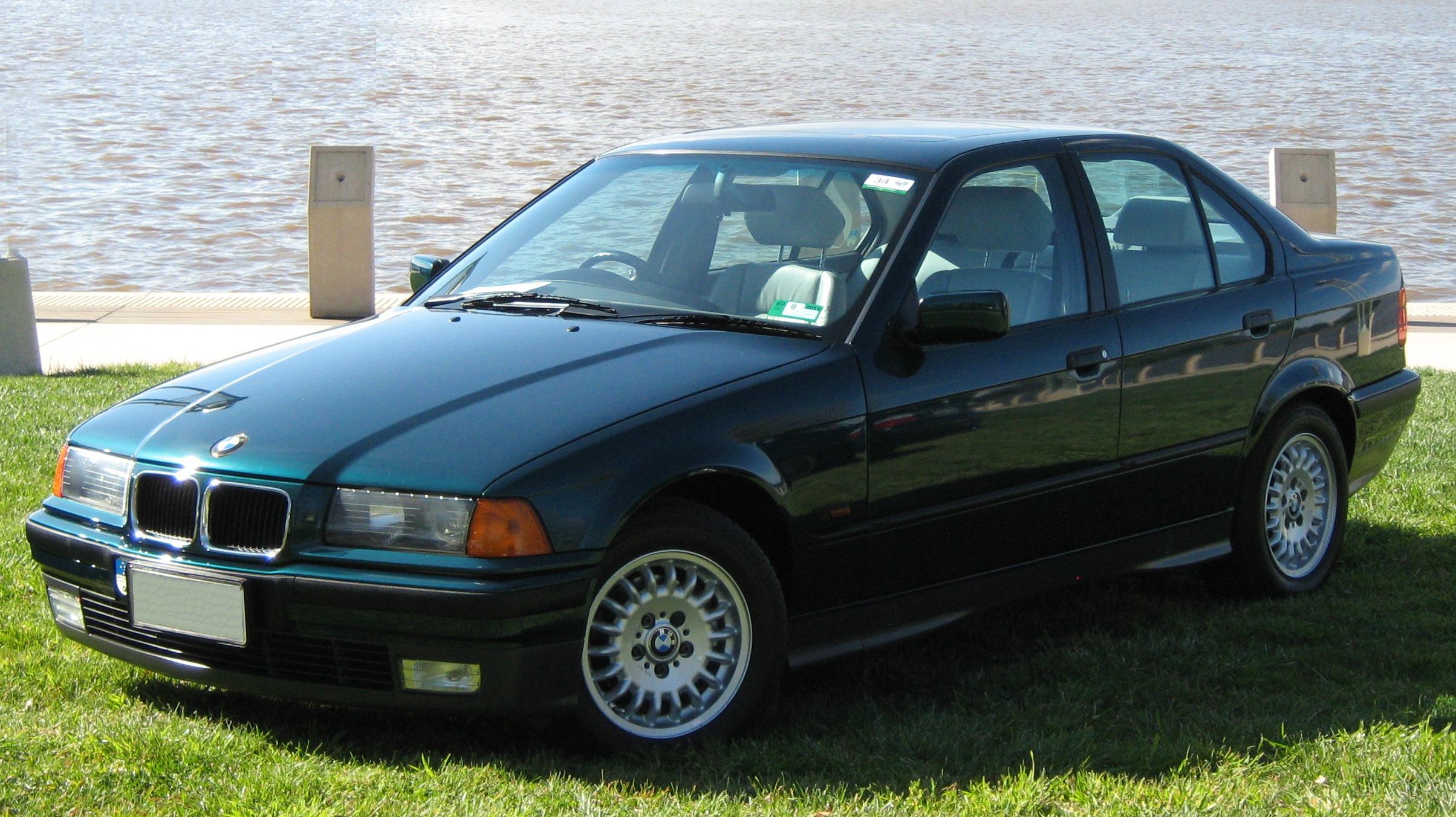 File:1994-96 BMW 320i sedan (Australia).jpg - Wikimedia ...