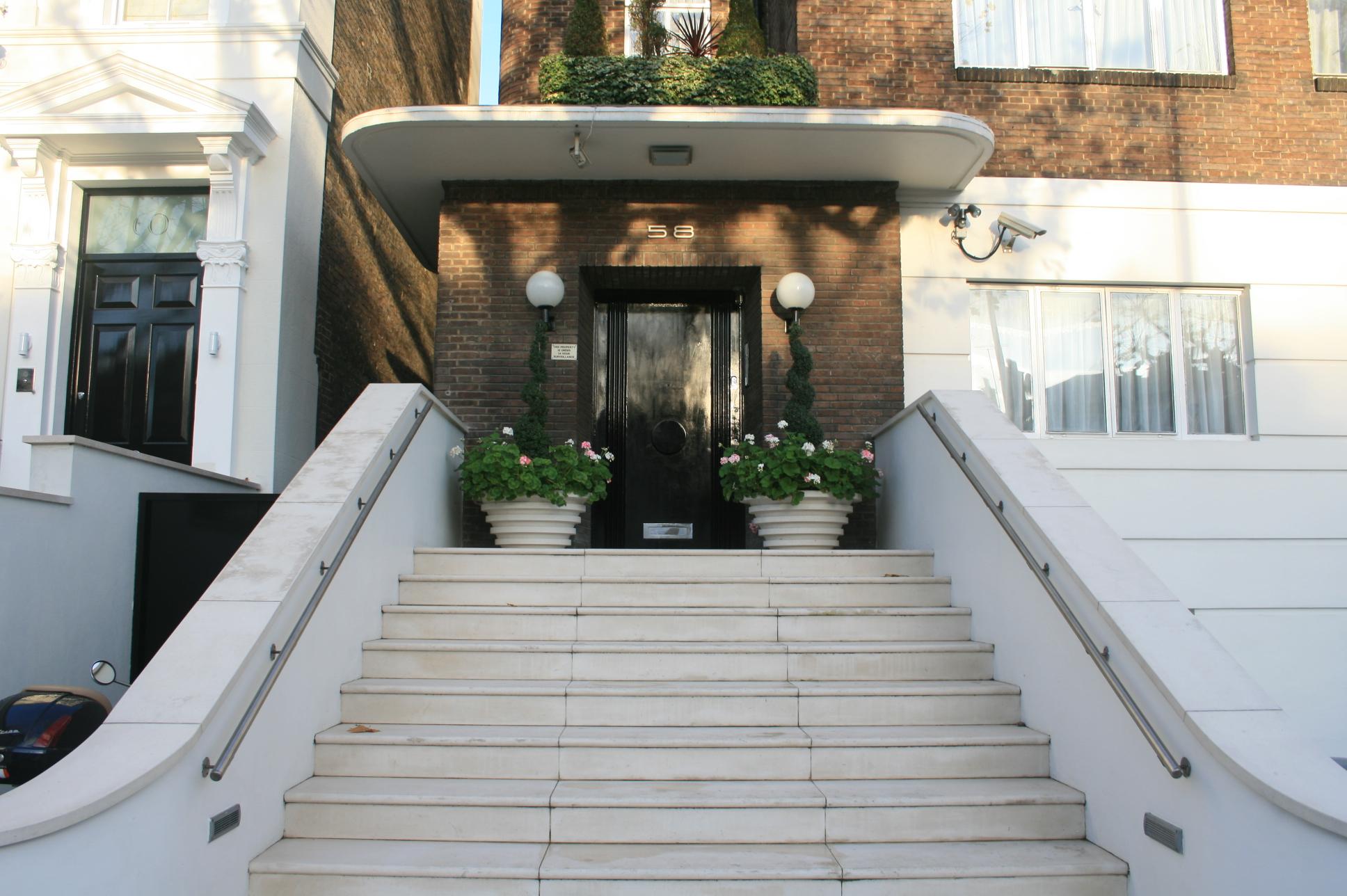 File:58 Hamilton Terrace Staircase