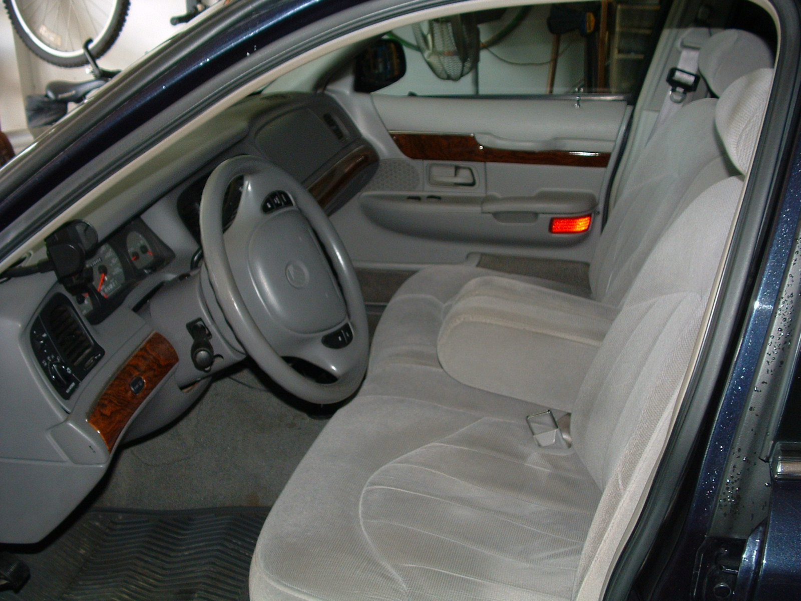 File 98 02 Grand Marquis Front Seats Jpg Wikimedia Commons
