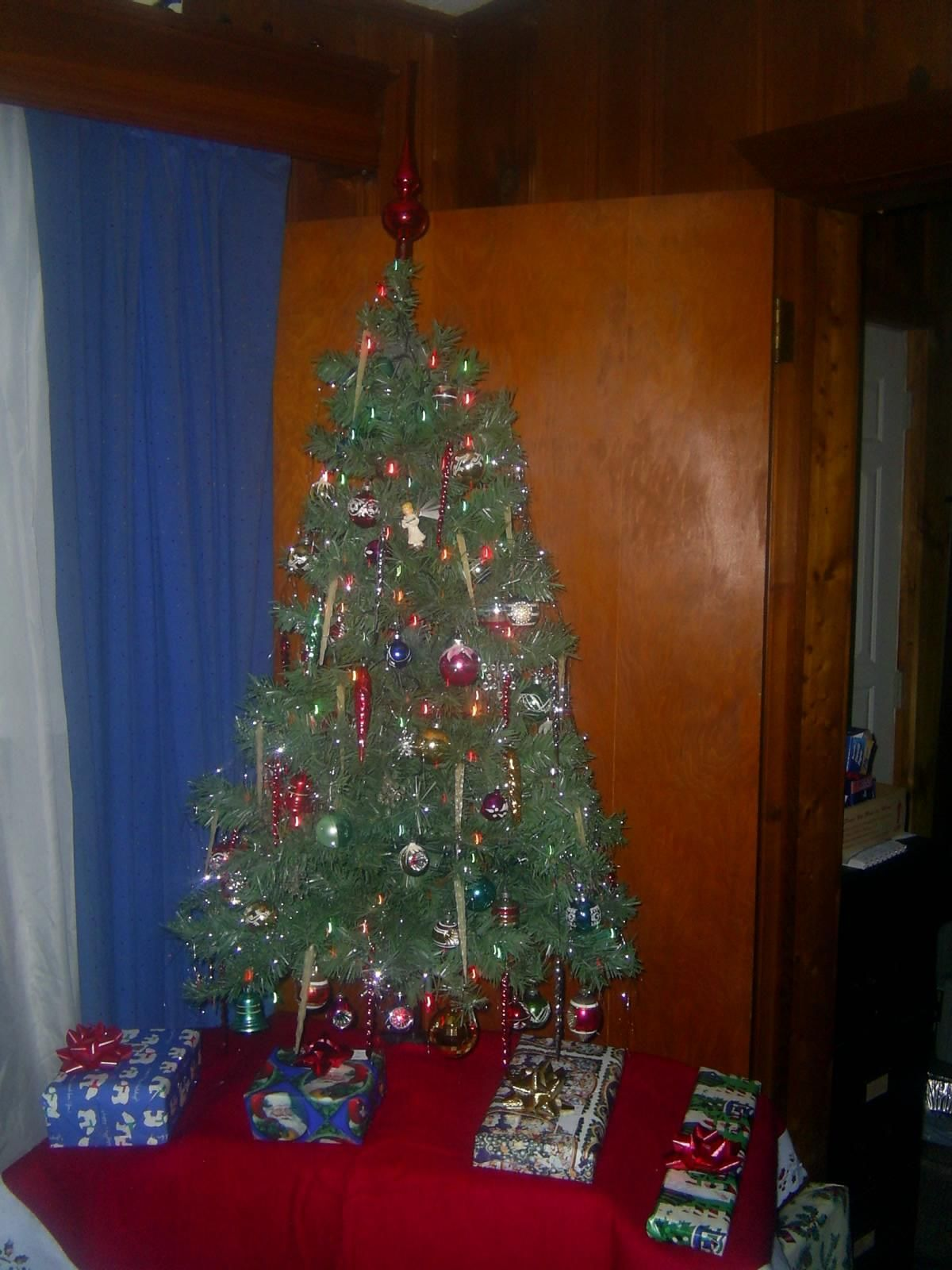 Image Result For Christmas Tree Presents