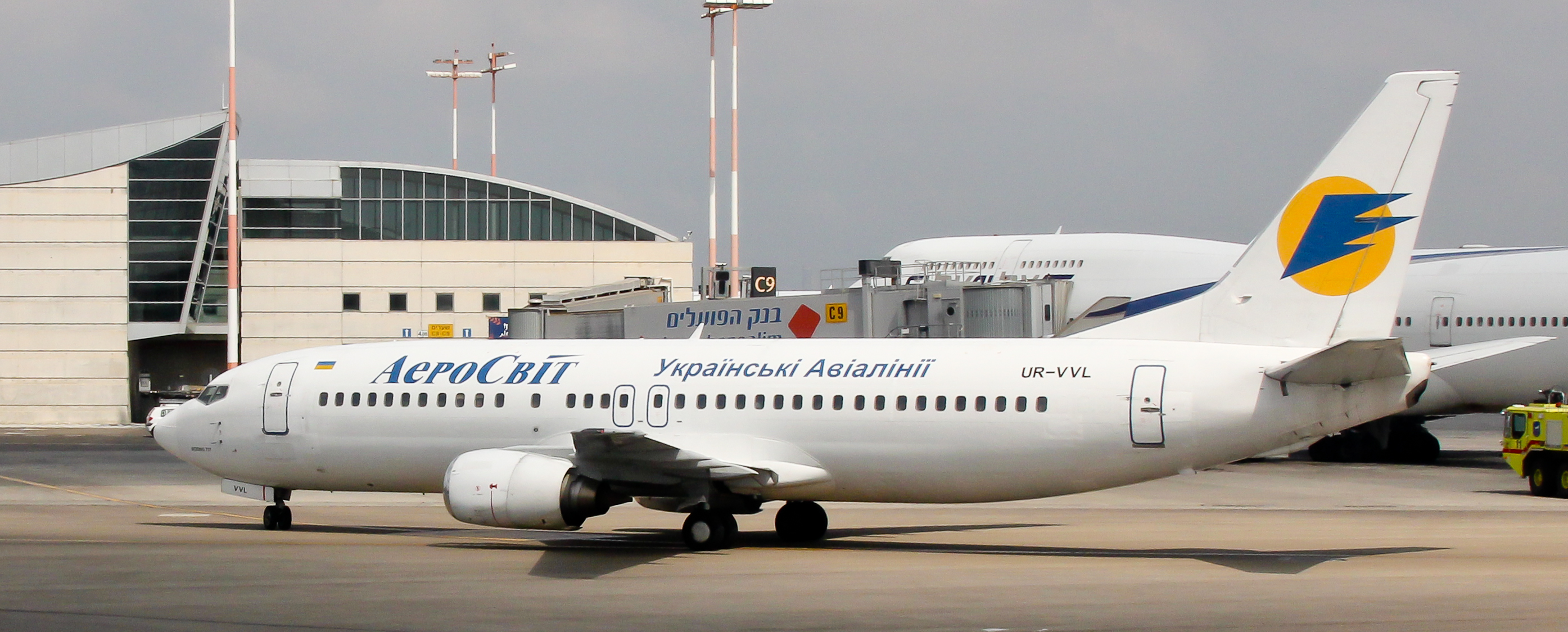 File:AeroSvit - Boeing 737-448...