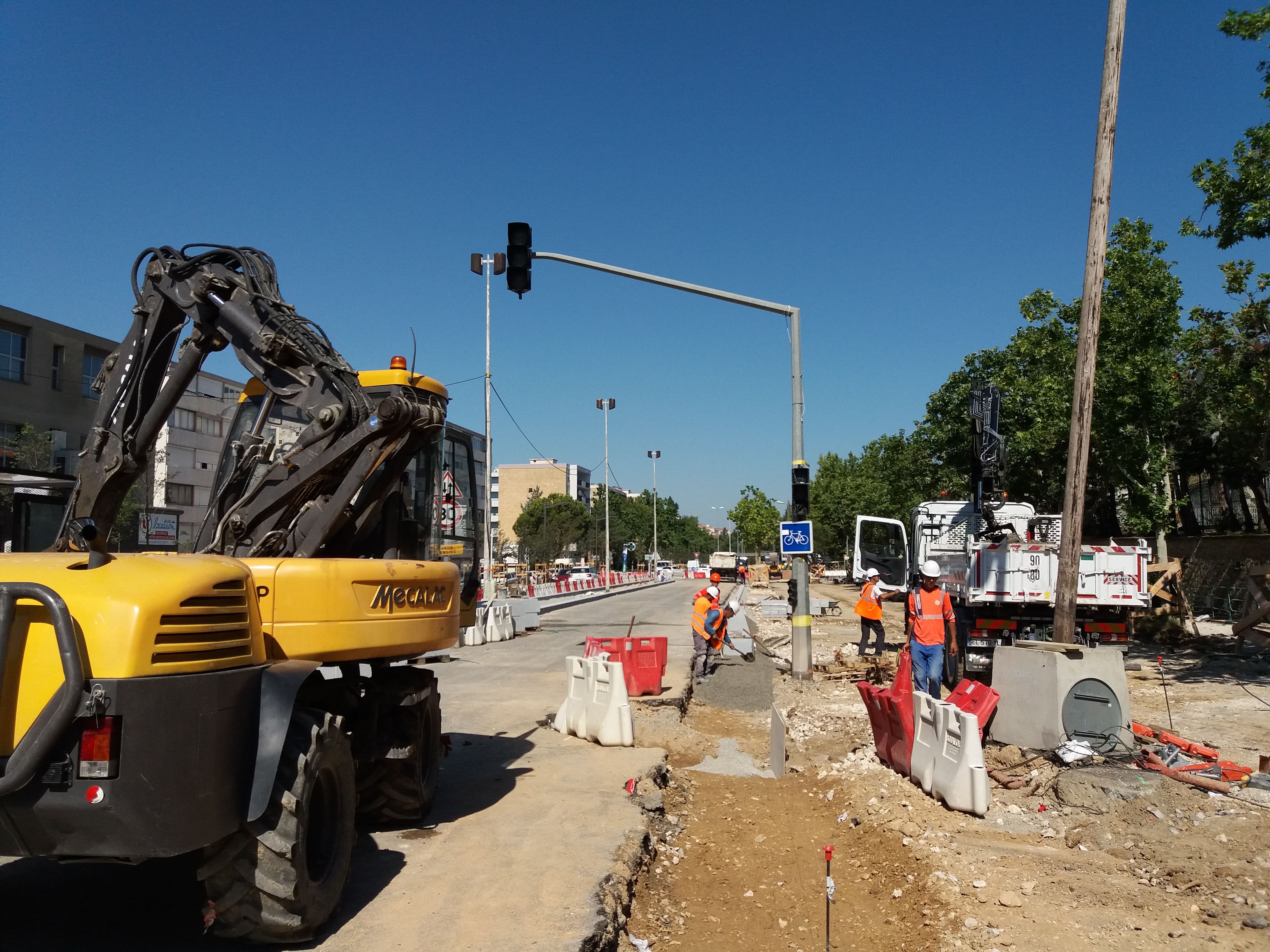 Construction Aix En Provence file:aix-en-provence 20180717 2 - wikimedia commons