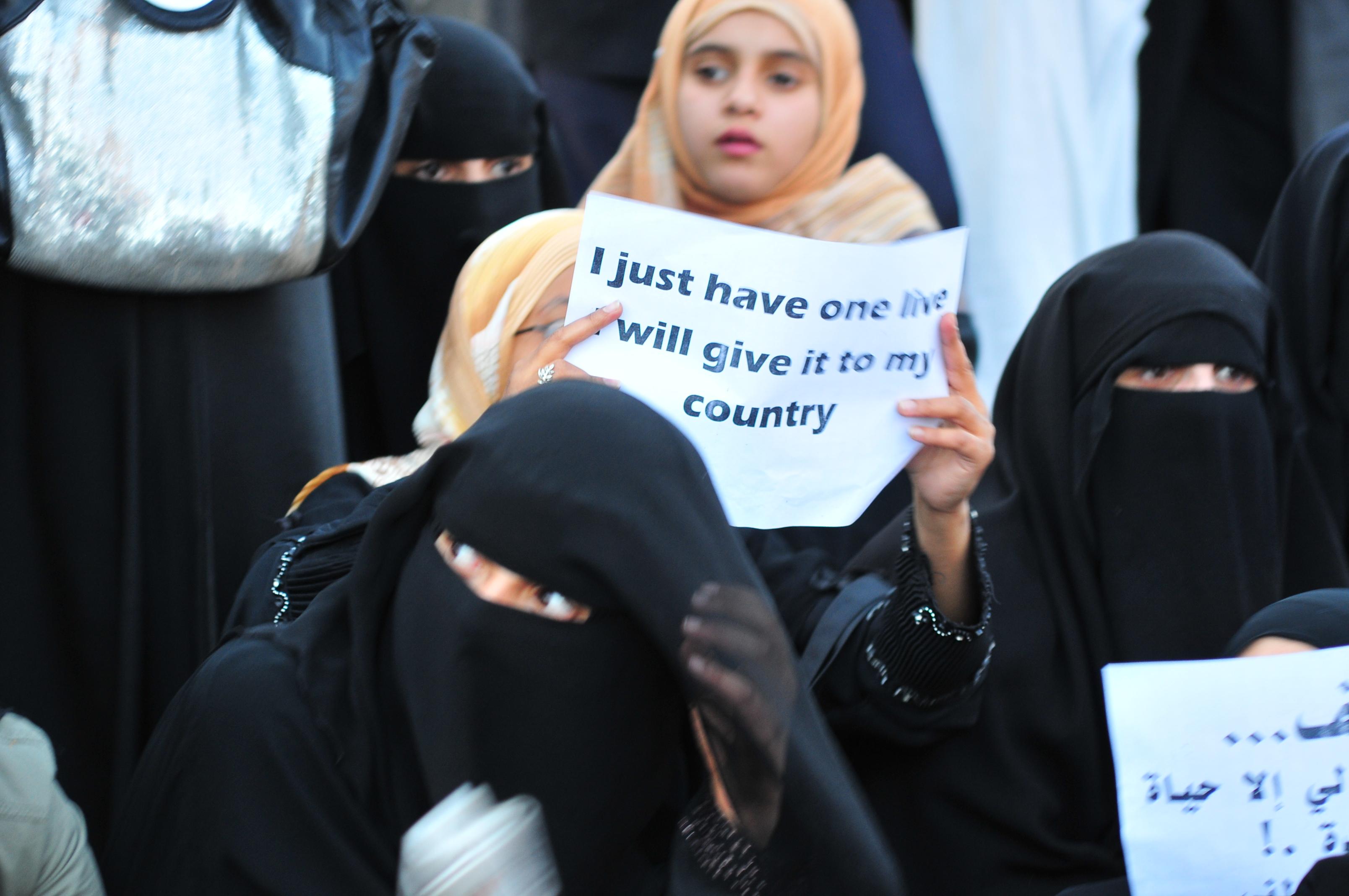 Filearab Girl Holding Anti-Govt Posterjpg - Wikimedia Commons-3168