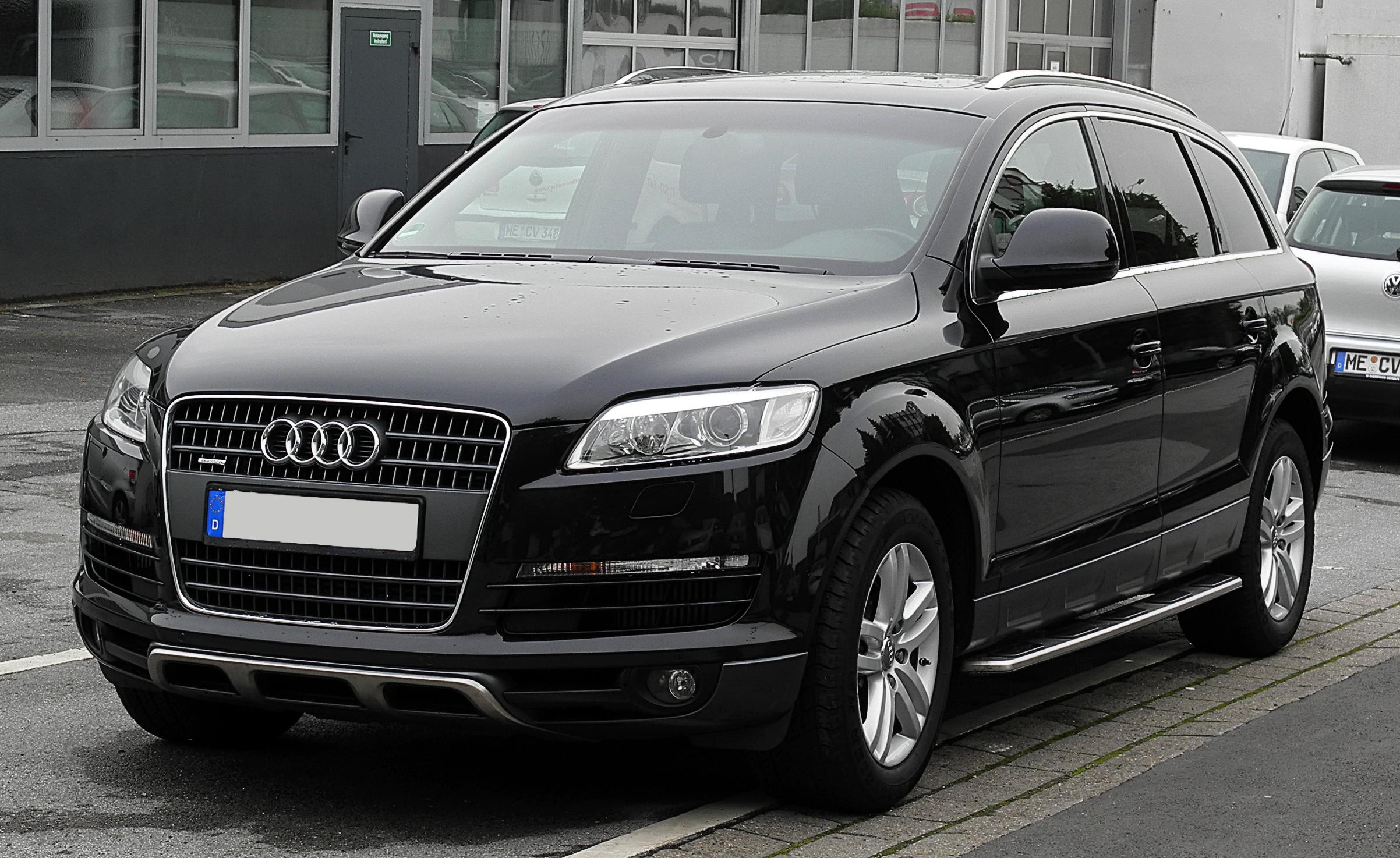Q7 car - Color: Black  // Description: classy powerful