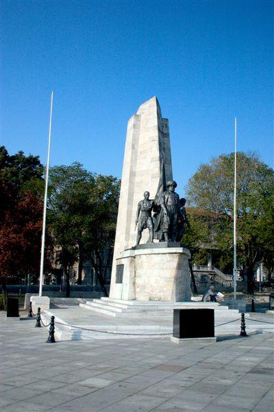 Barbaros_Park_Statue.jpg