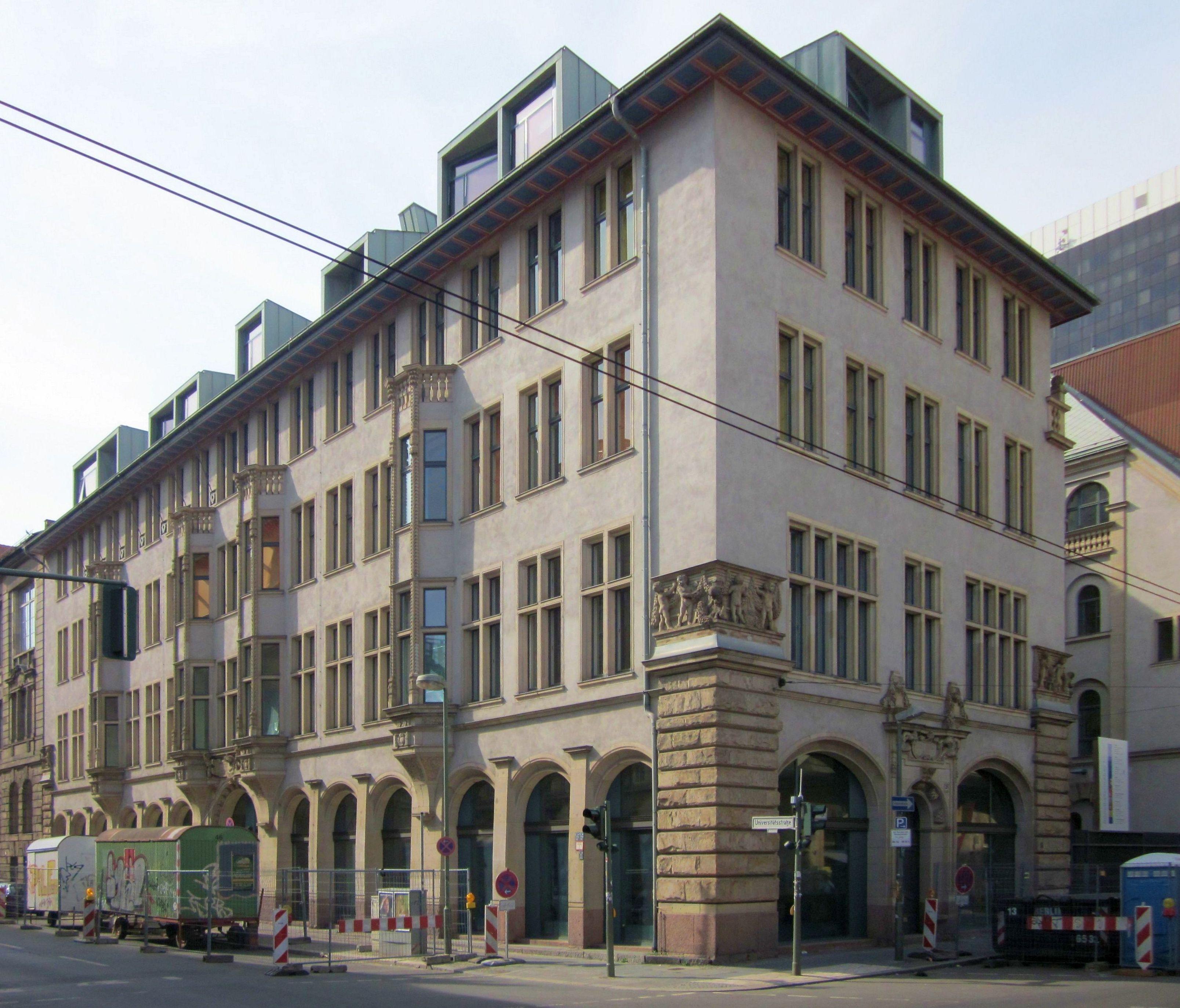 Universitätsstraße 3