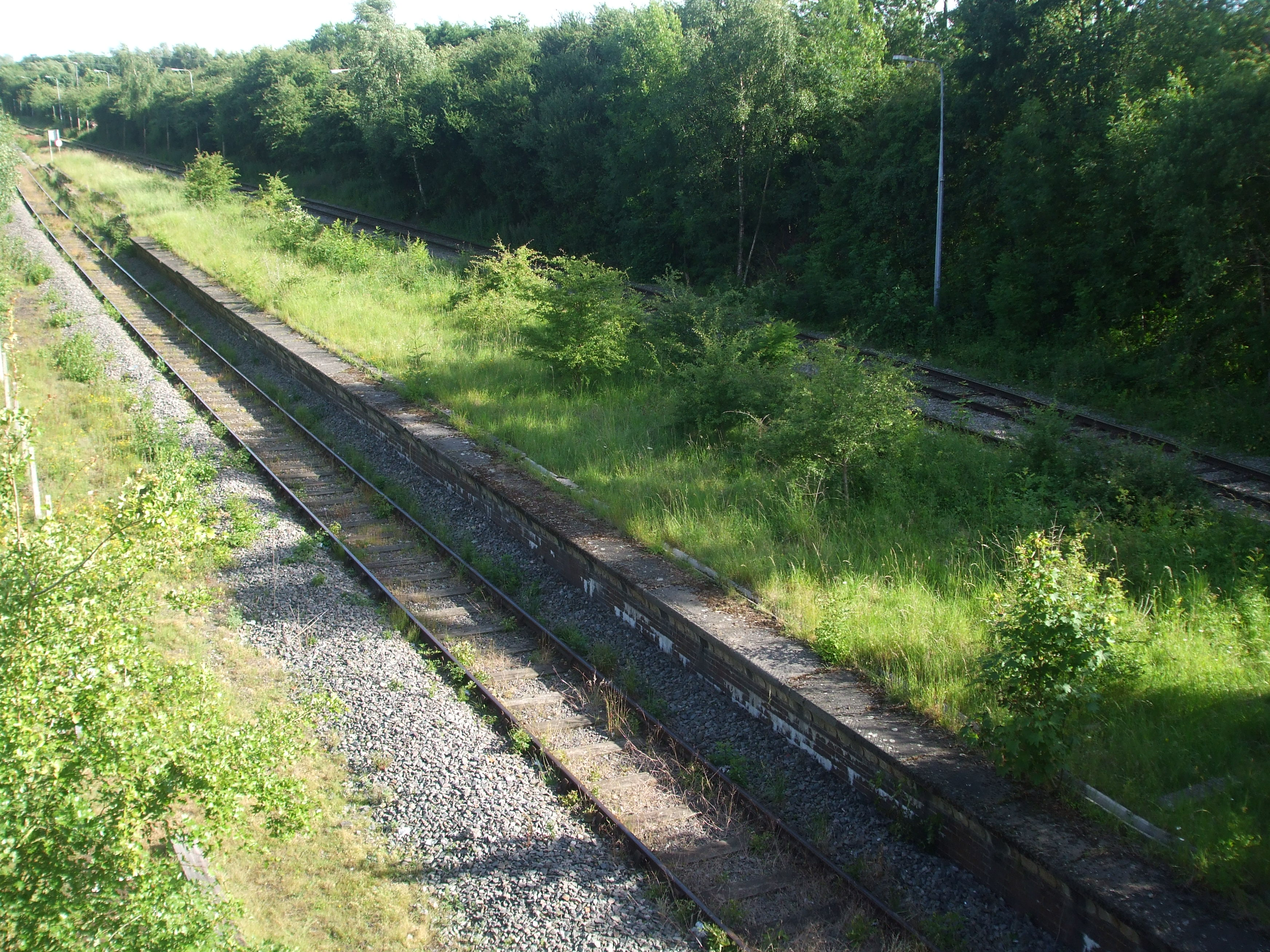 https://upload.wikimedia.org/wikipedia/commons/f/f2/Calvert_Railway_Station.jpg