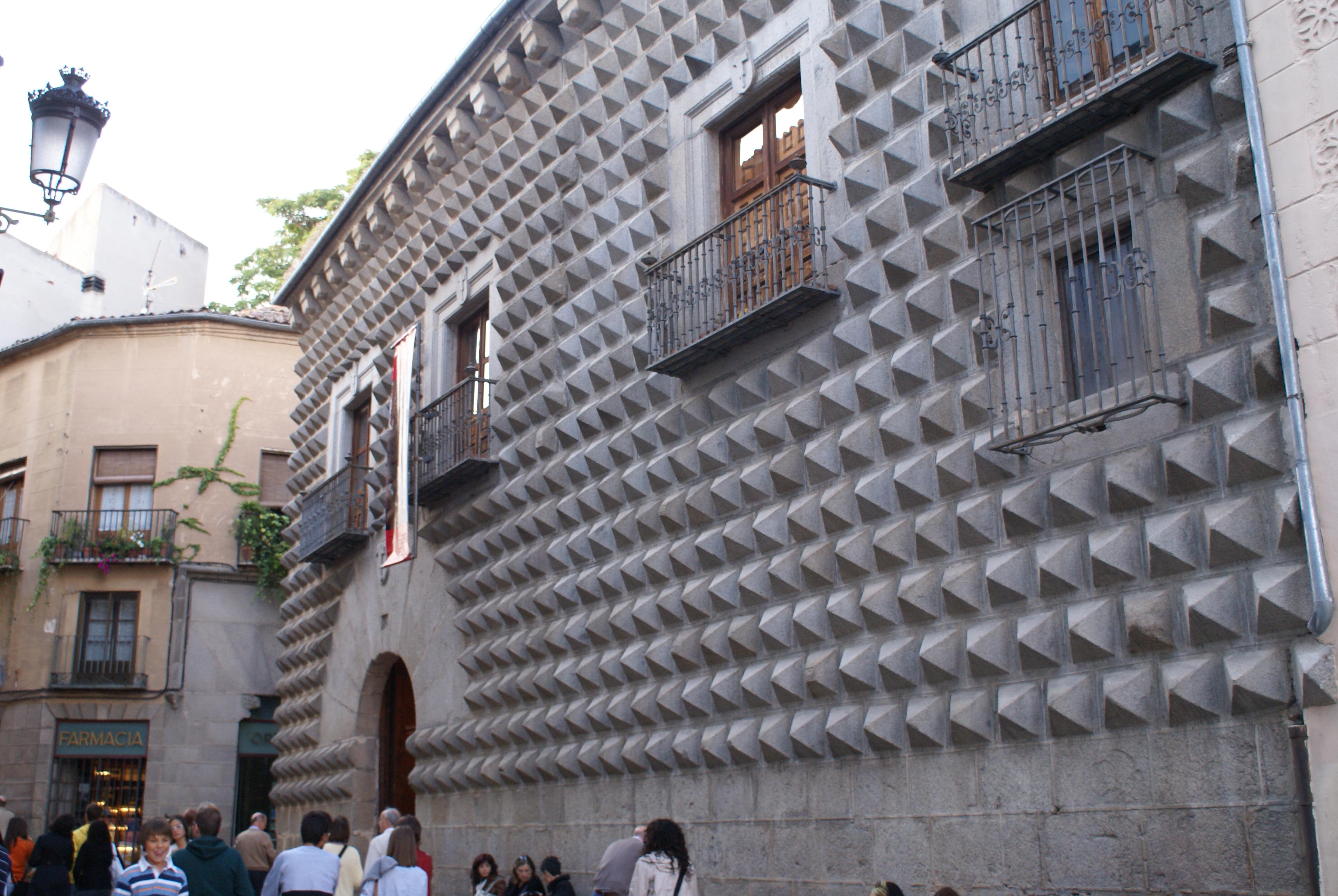File:Casa de los Picos de Segovia.jpg