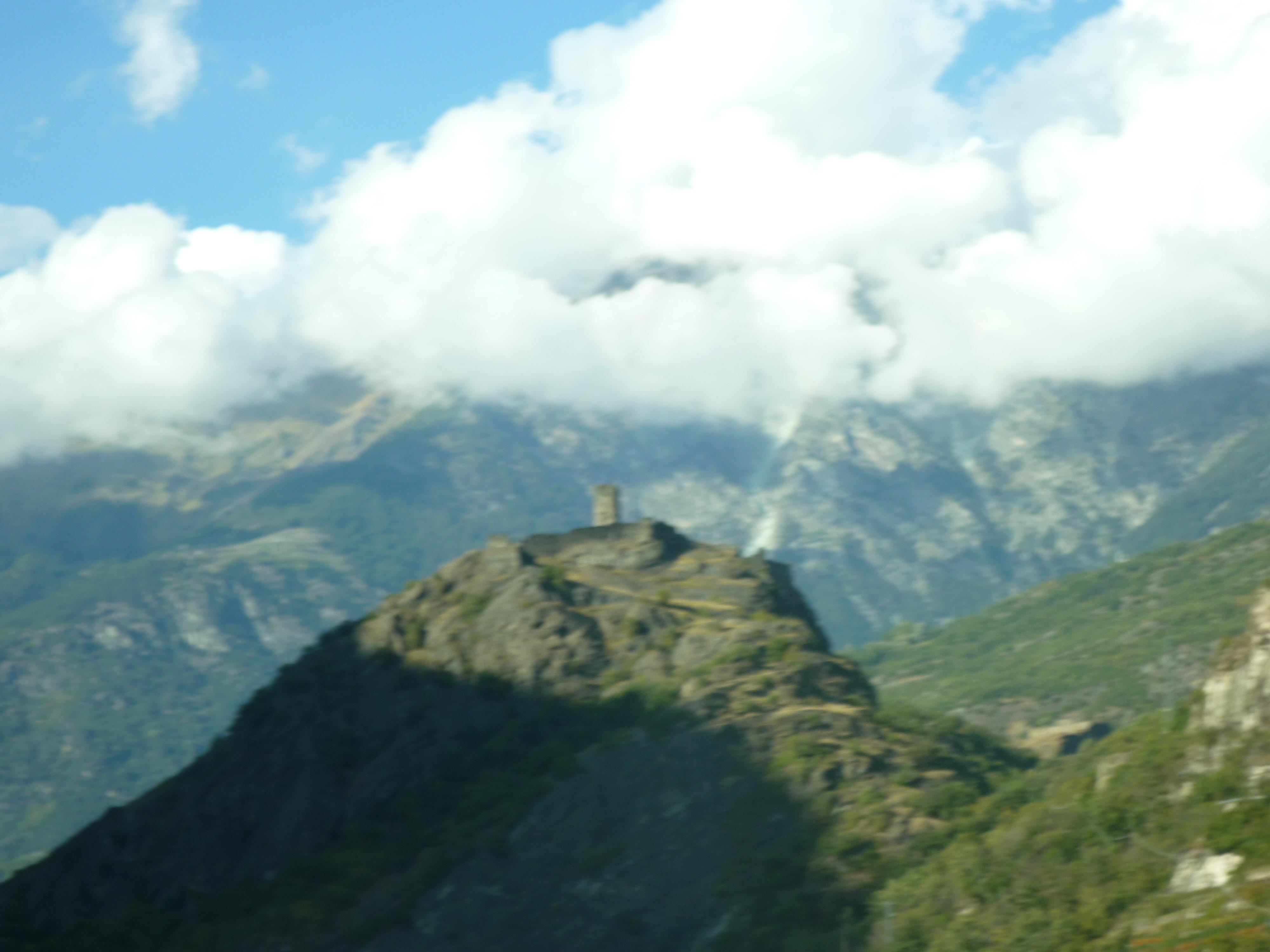 Un Chateau Dans Les Nuages file:château de saint-germain + dzerbion dans les nuages