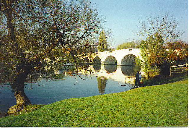 Chertsey Bridge. - geograph.org.uk - 112866